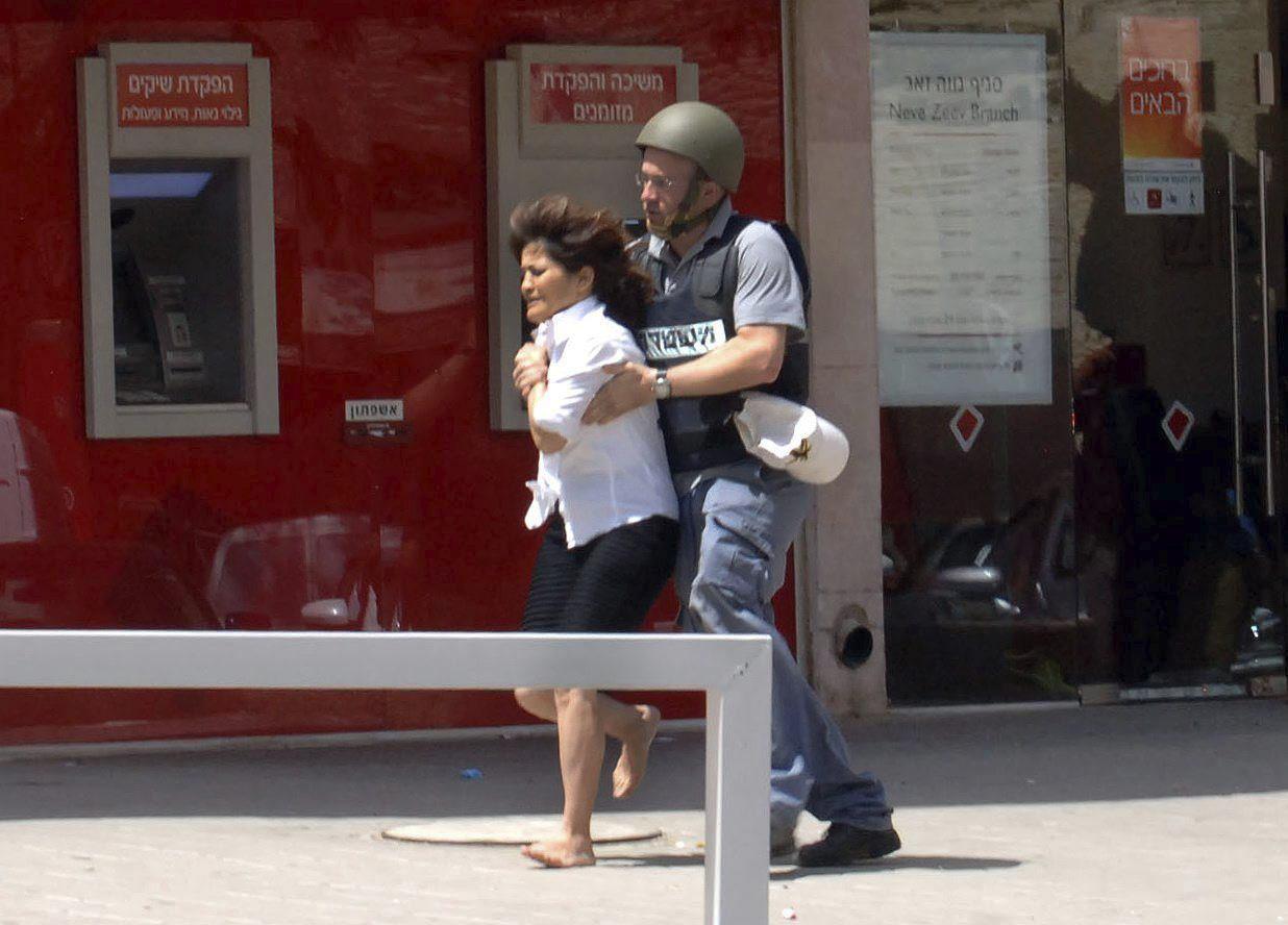 Cuatro muertos en un tiroteo en un banco de Israel cuyo autor se suicida