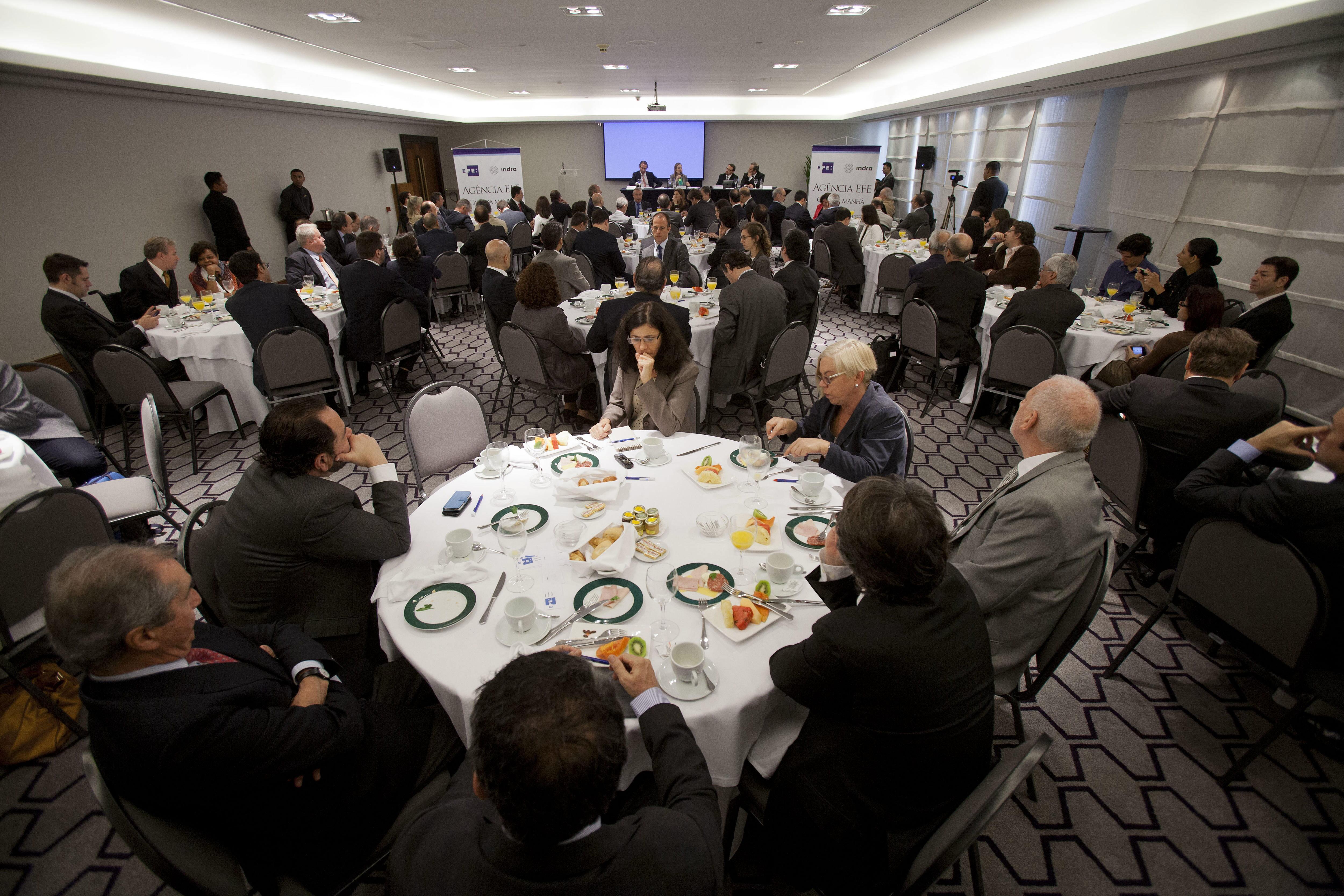 Brasil ofrecerá visados de trabajo de hasta tres años a médicos extranjeros