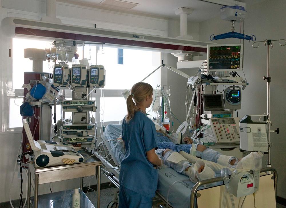 La respuesta física del paciente, el tratamiento recibido y la causa de origen, claves para que el comatoso despierte