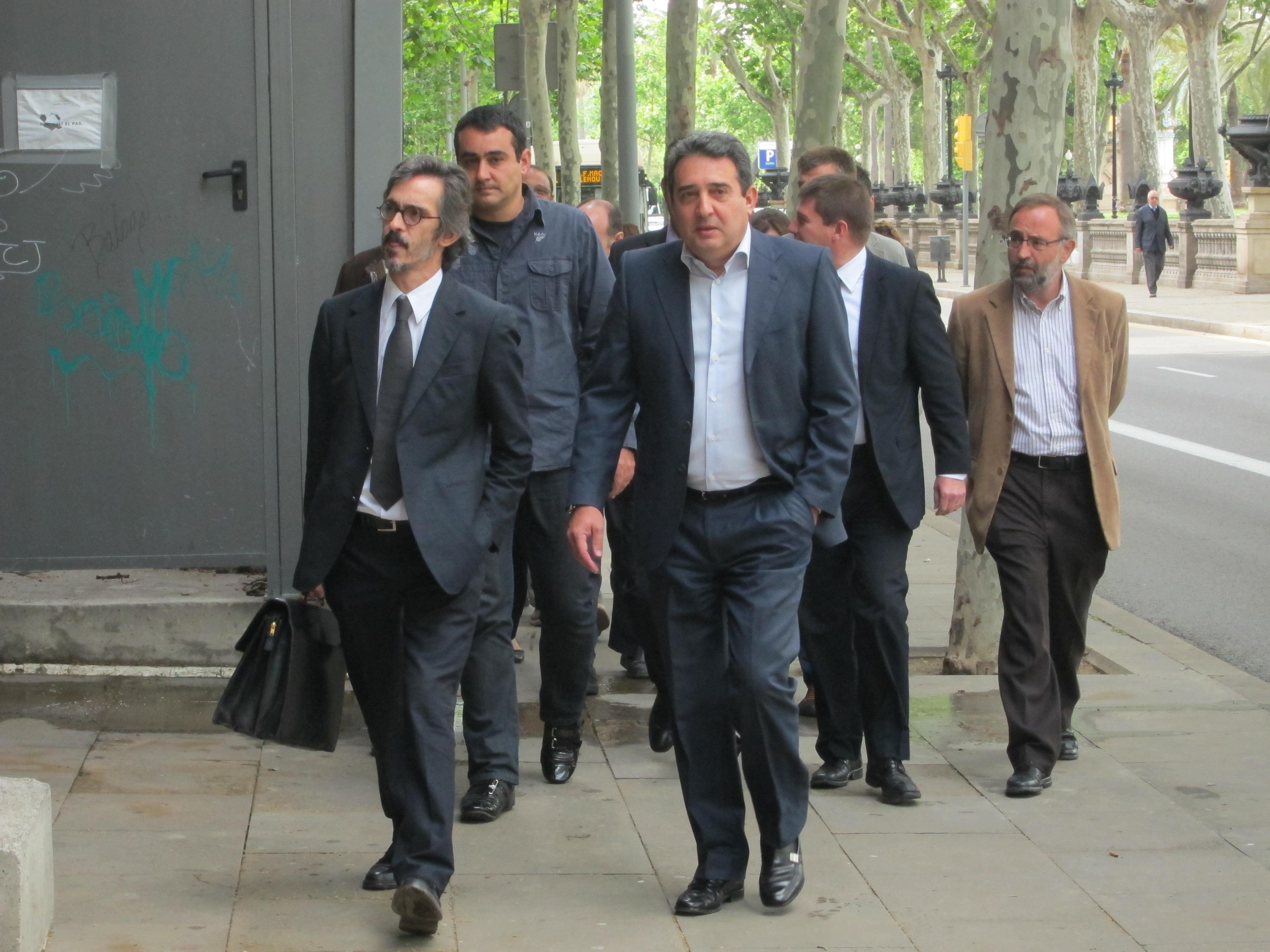 Los hermanos Bustos llegan a declarar al TSJC arropados por el equipo de gobierno de Sabadell
