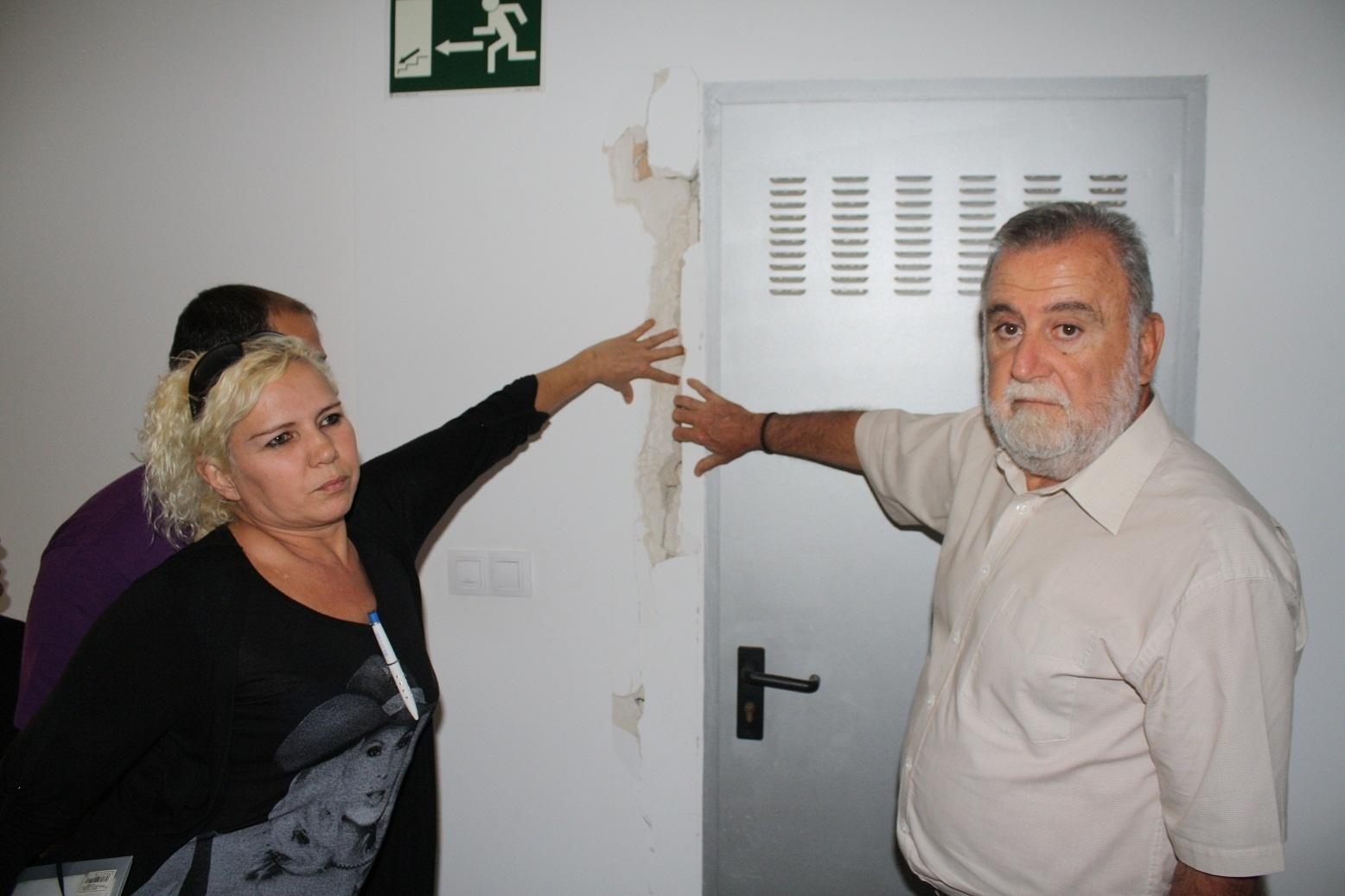IU critica el «abandono» de Emvisesa en sus viviendas protegidas de Torreblanca y pide a Zoido que actúe