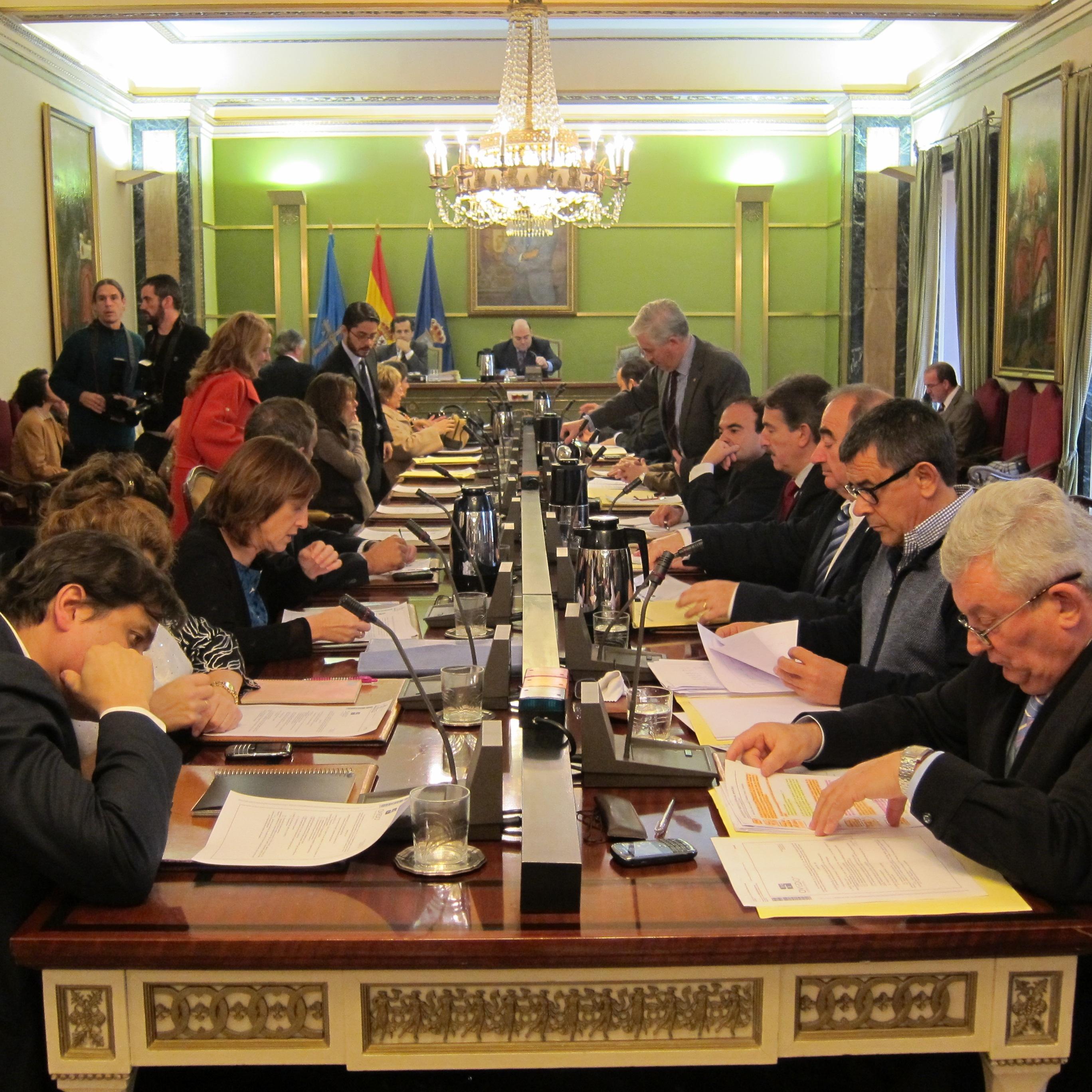 PP y Foro apoyan una proposición de IU para que el Principado acuerde el Plan Concertado con los ayuntamientos