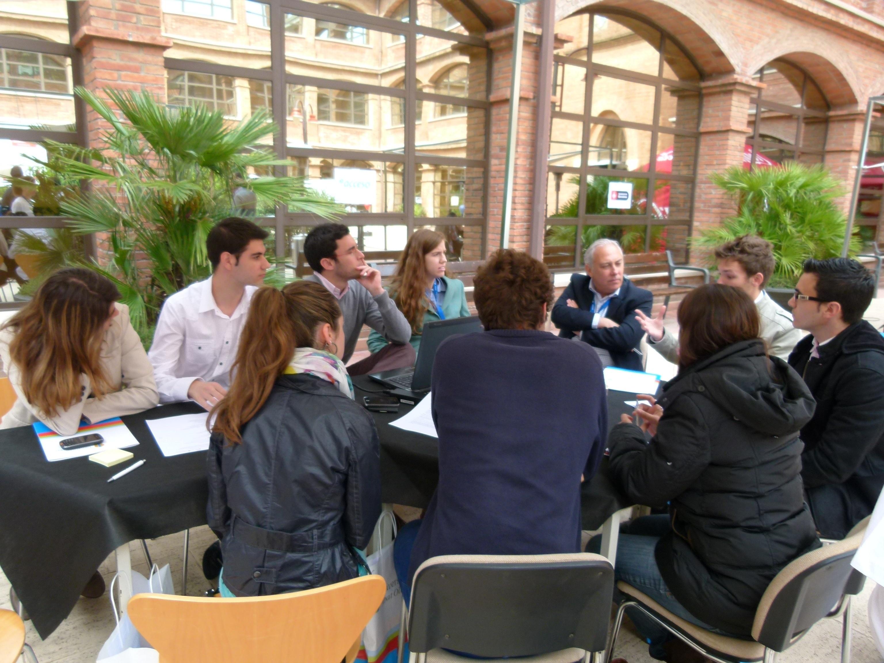 La UAO acoge el primer maratón de estudiantes emprendedores en Barcelona
