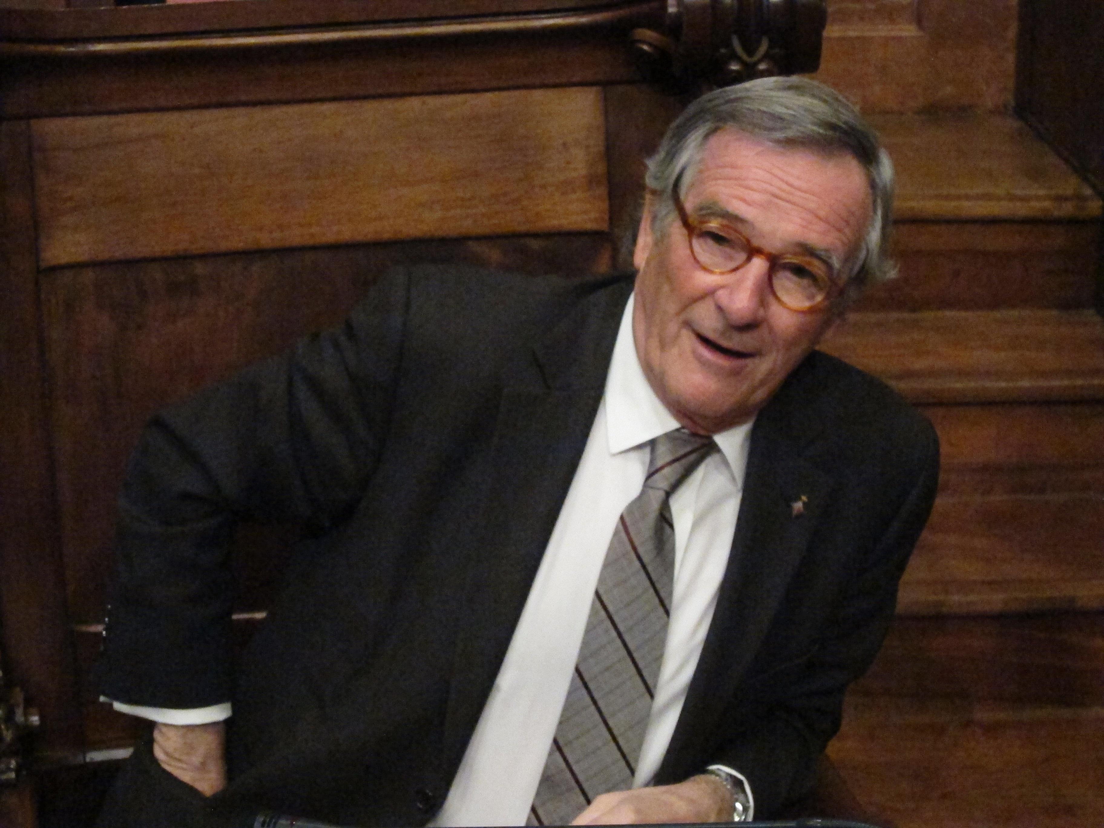 Alcalde de Barcelona no hubiese vestido a Colón de »culé» de saber que generaría polémica