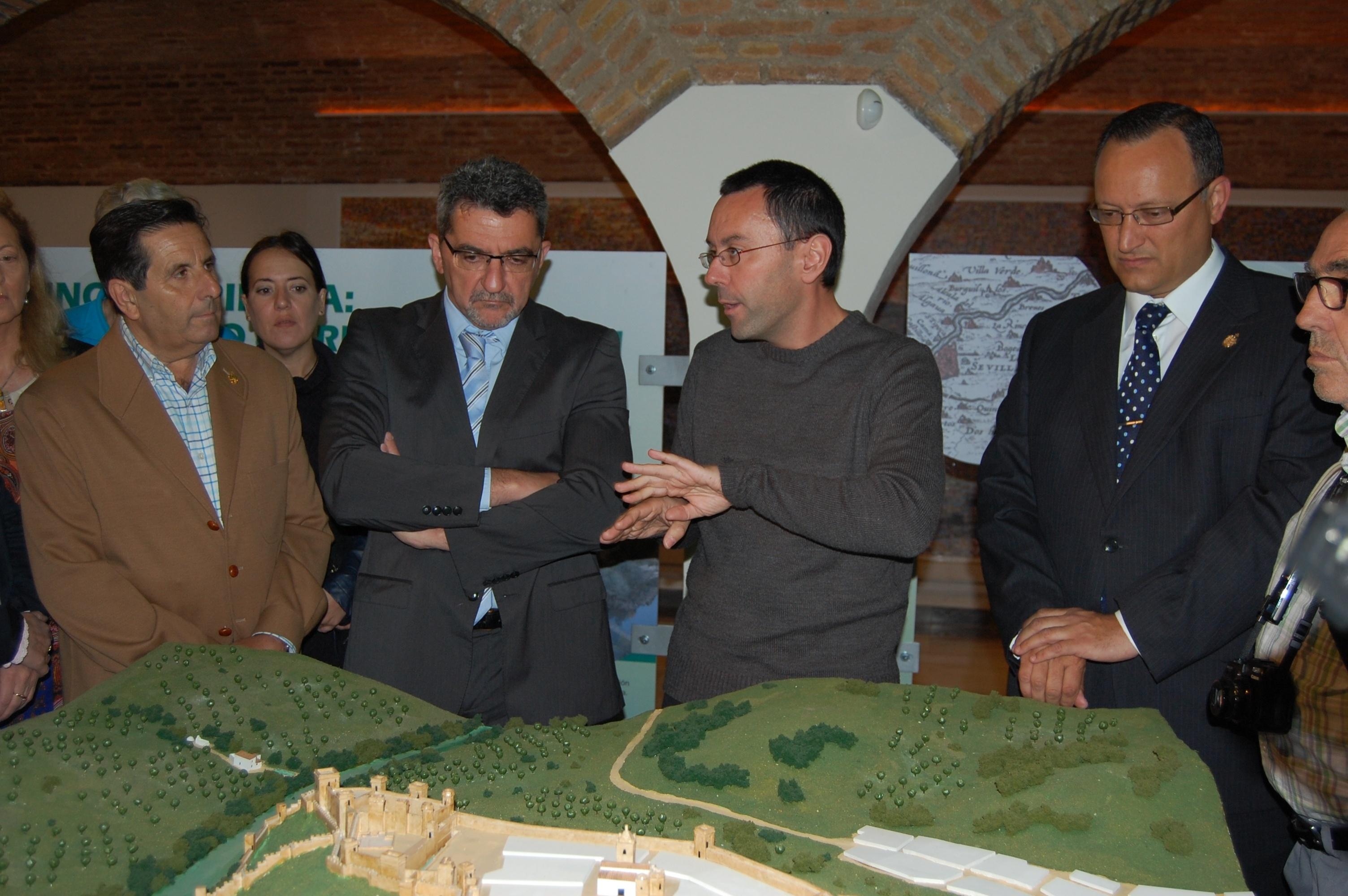 Gutiérrez Limones inaugura el Centro de Interpretación del Castillo de Alcalá de Guadaíra