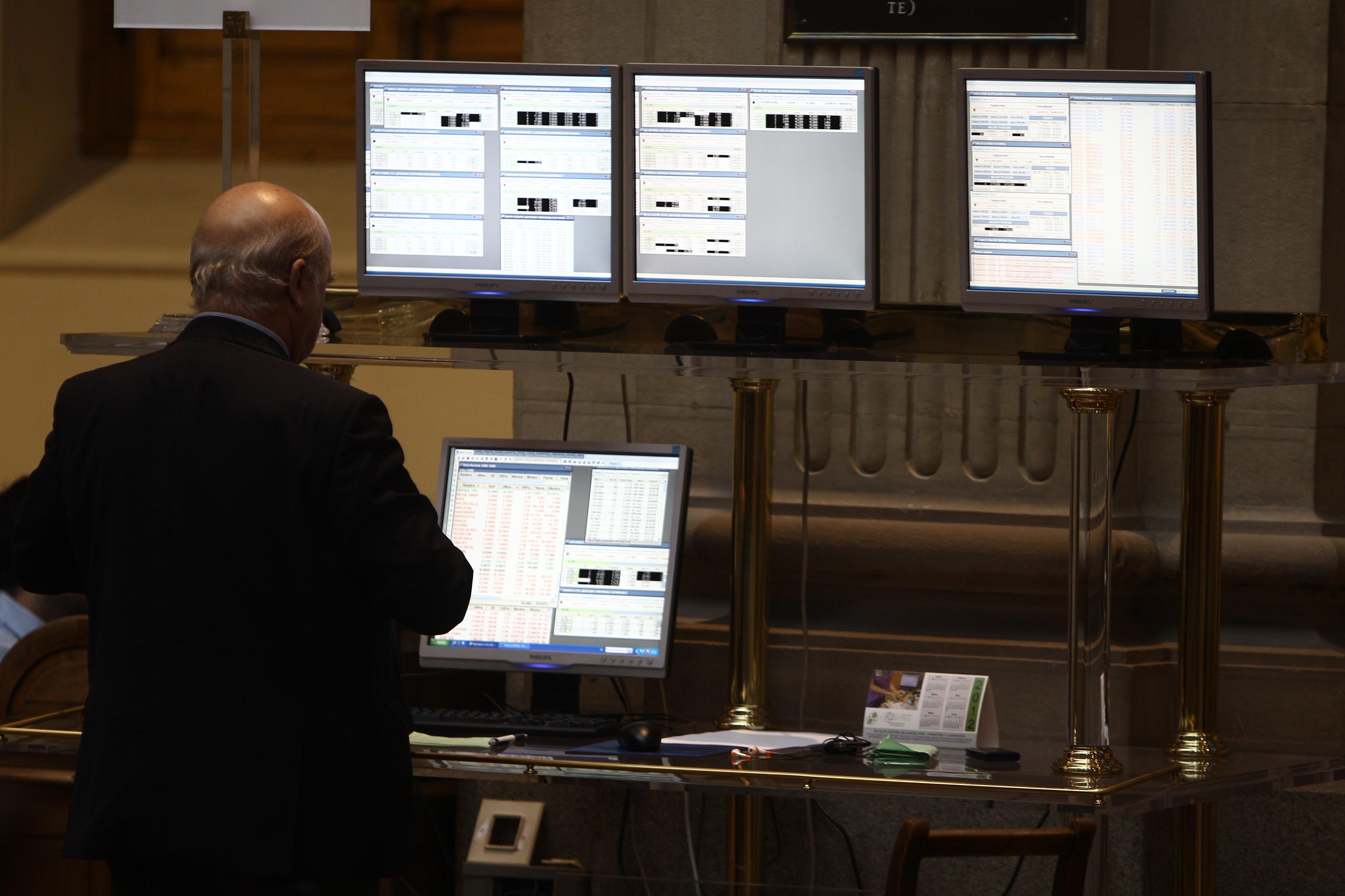 El Ibex cede un 0,63% afectado por la banca mediana