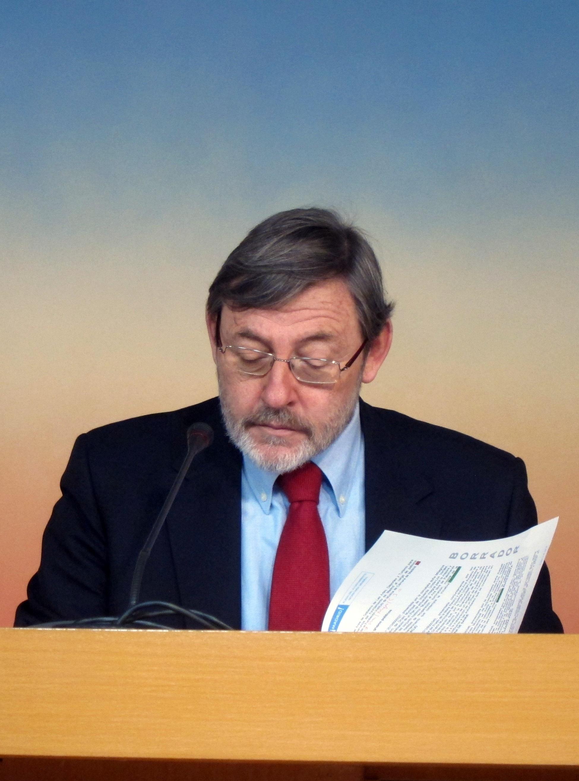 Lissavetzky lamenta el «efecto kleenex» que las empresas municipales despiertan en Botella, que las ve «de usar y tirar»