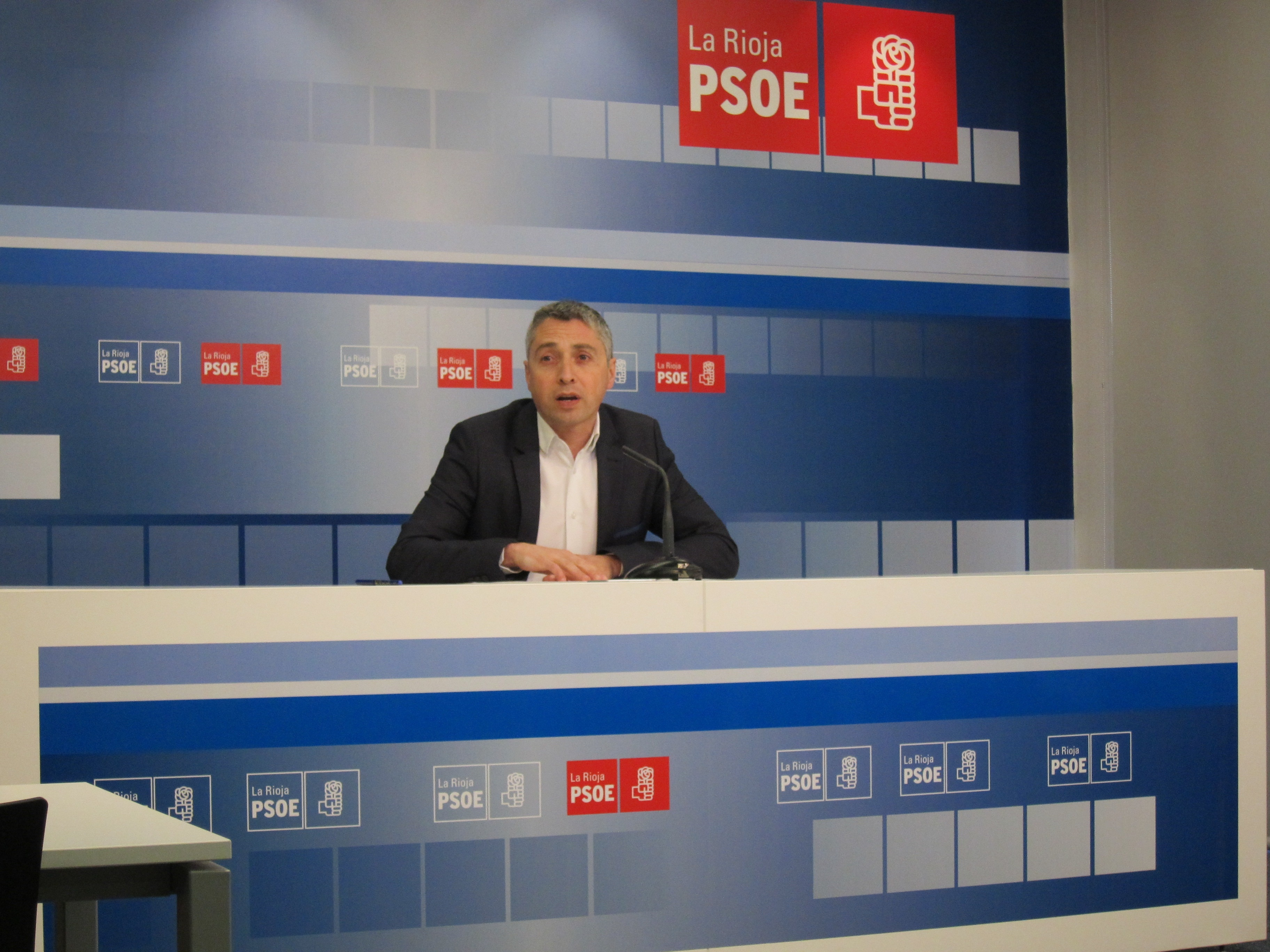 Ocón pide «un gran pacto» entre partidos, sindicatos, empresarios y agentes sociales