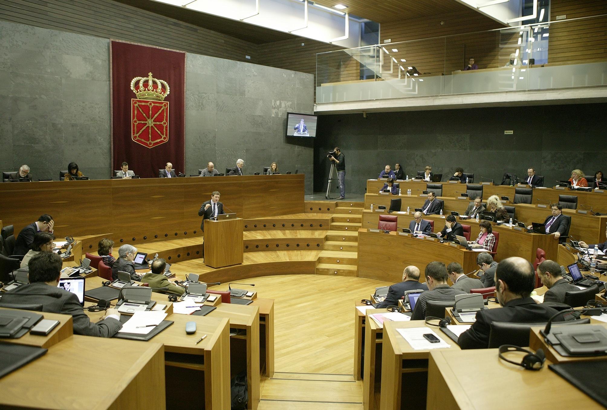 El Parlamento pide al Gobierno central que dote al centro penitenciario de los recursos «necesarios»