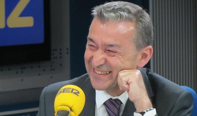 Rivero dice que Canarias reaccionará con «contundencia» si el Estado privatiza los aeropuertos