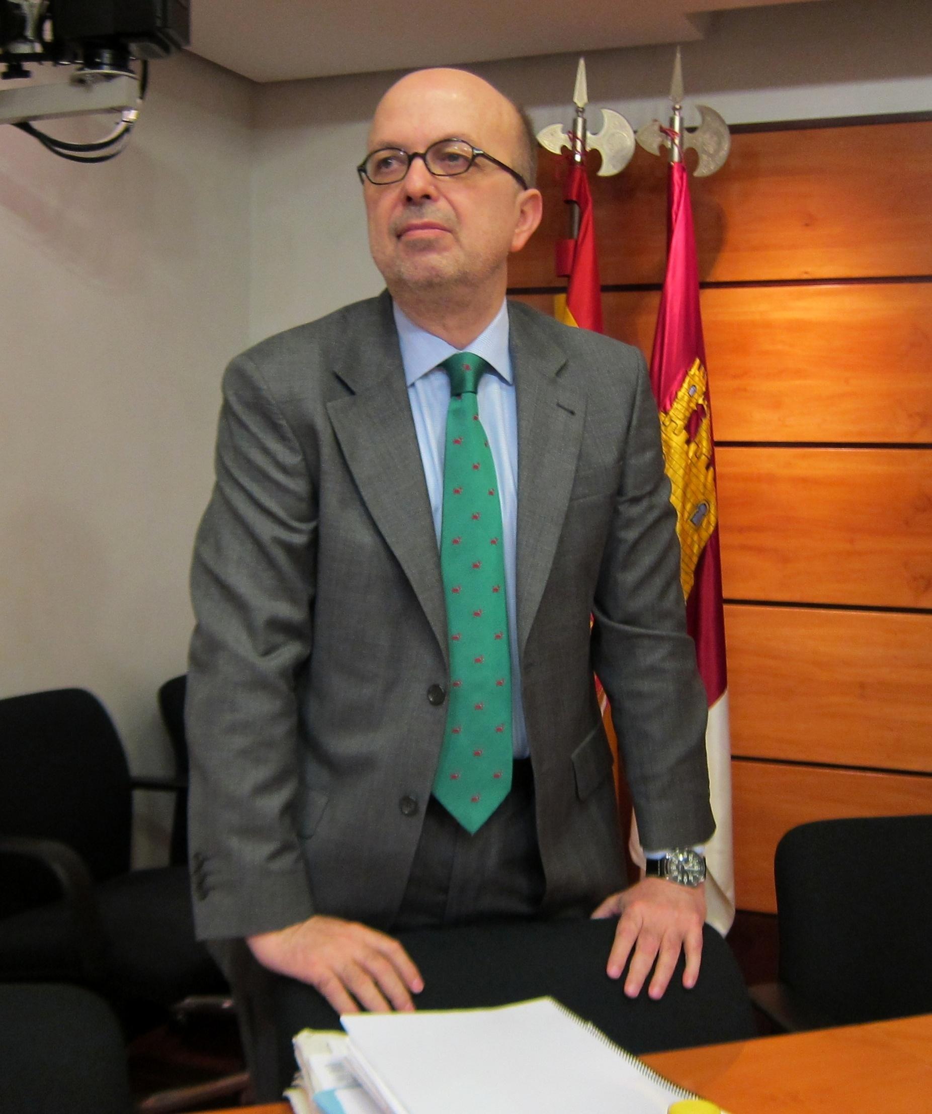 Villa irá a tribunales si el PSOE no rectifica en tres días la información sobre el despacho de Page en el Senado