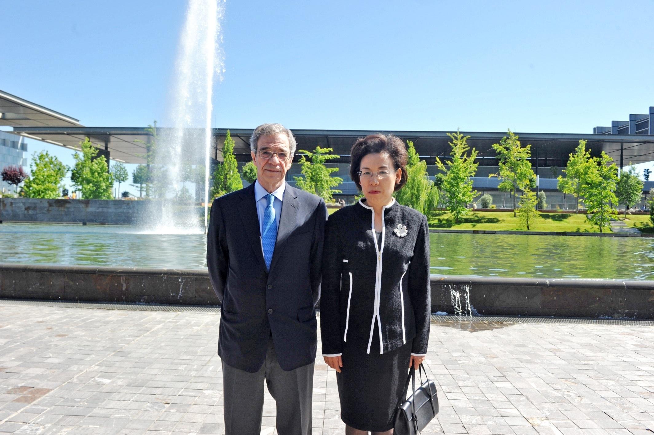 La delegación del Gobierno chino visita la sede de Telefónica en Madrid