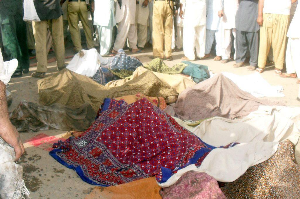 Mueren 17 niños por una explosión de gas en una furgoneta escolar en Pakistán