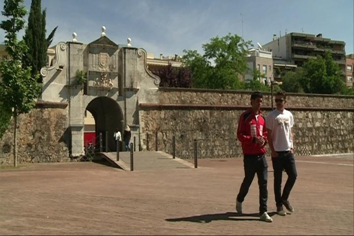 Dos jóvenes gallegos recorren España andando para lanzar un mensaje «reivindicativo» y buscar trabajo