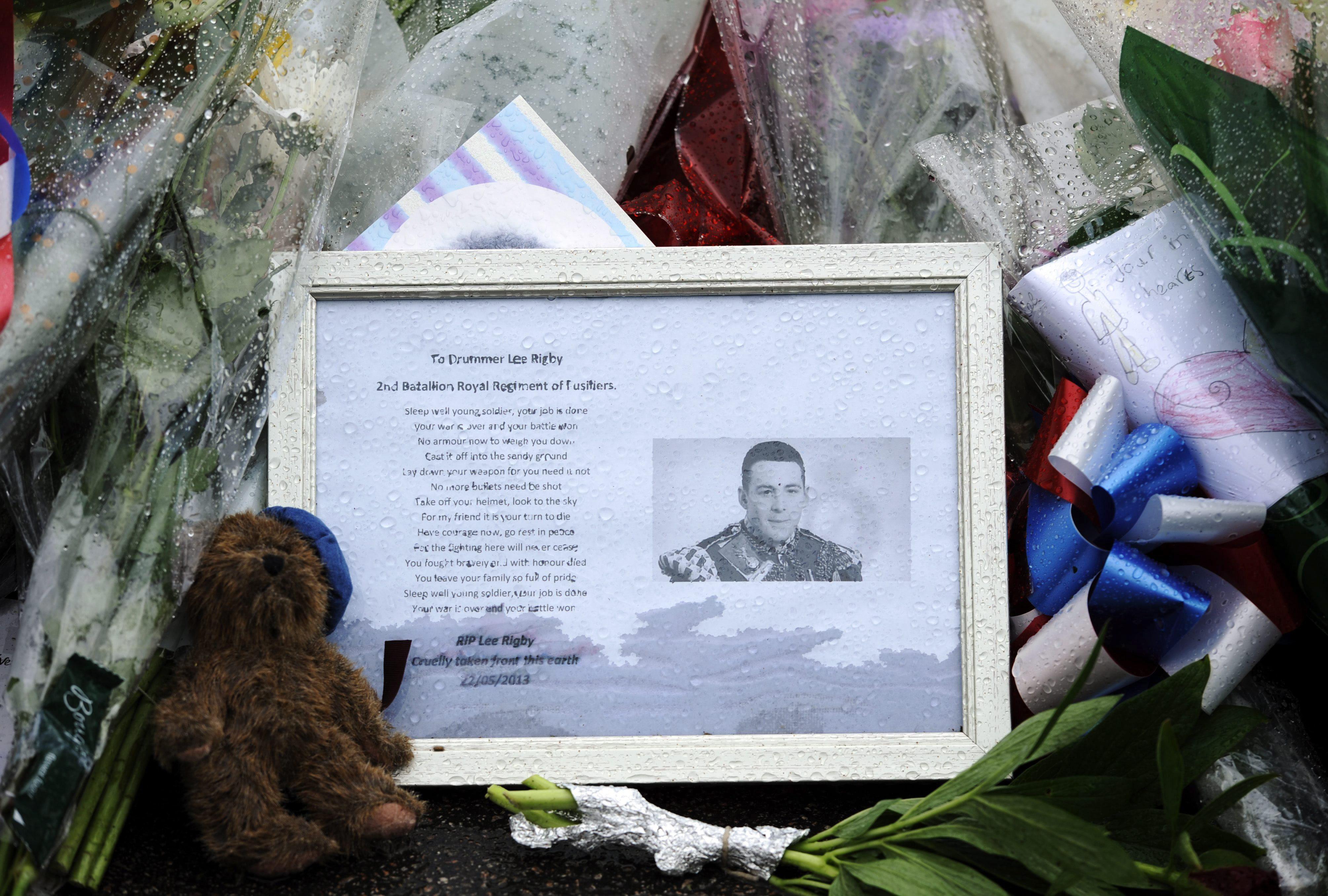 El supuesto asesino del soldado británico fue contactado por el MI5, según un amigo