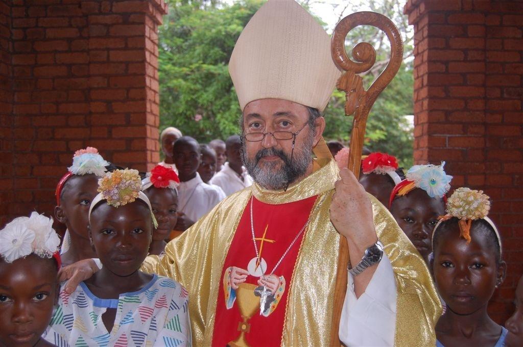 El obispo de Bagassou denuncia saqueos, violaciones y profanaciones en la República Centroafricana