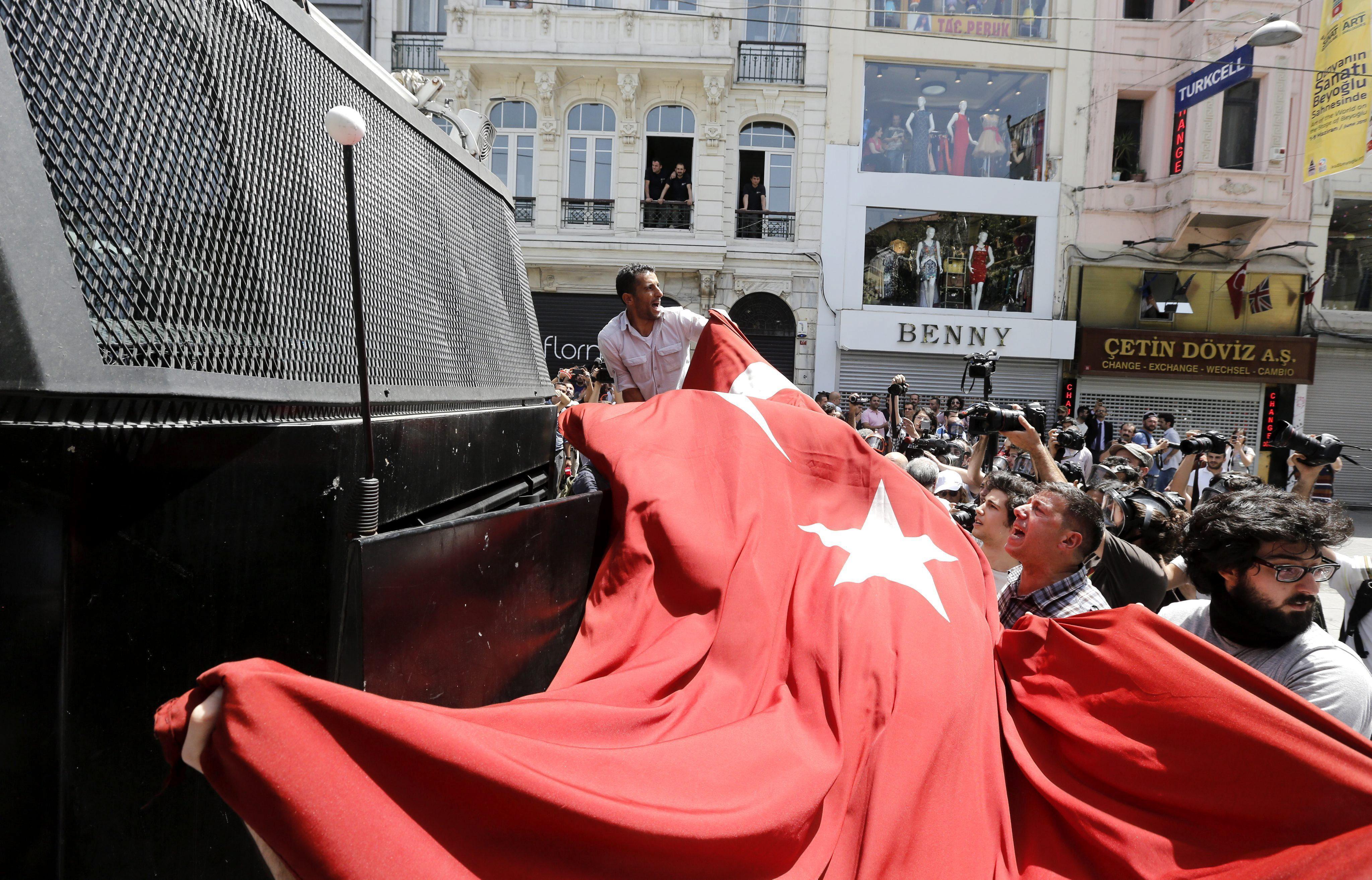 El alcalde de Estambul teme que los enfrentamientos afecten a su candidatura para los Juegos de 2020