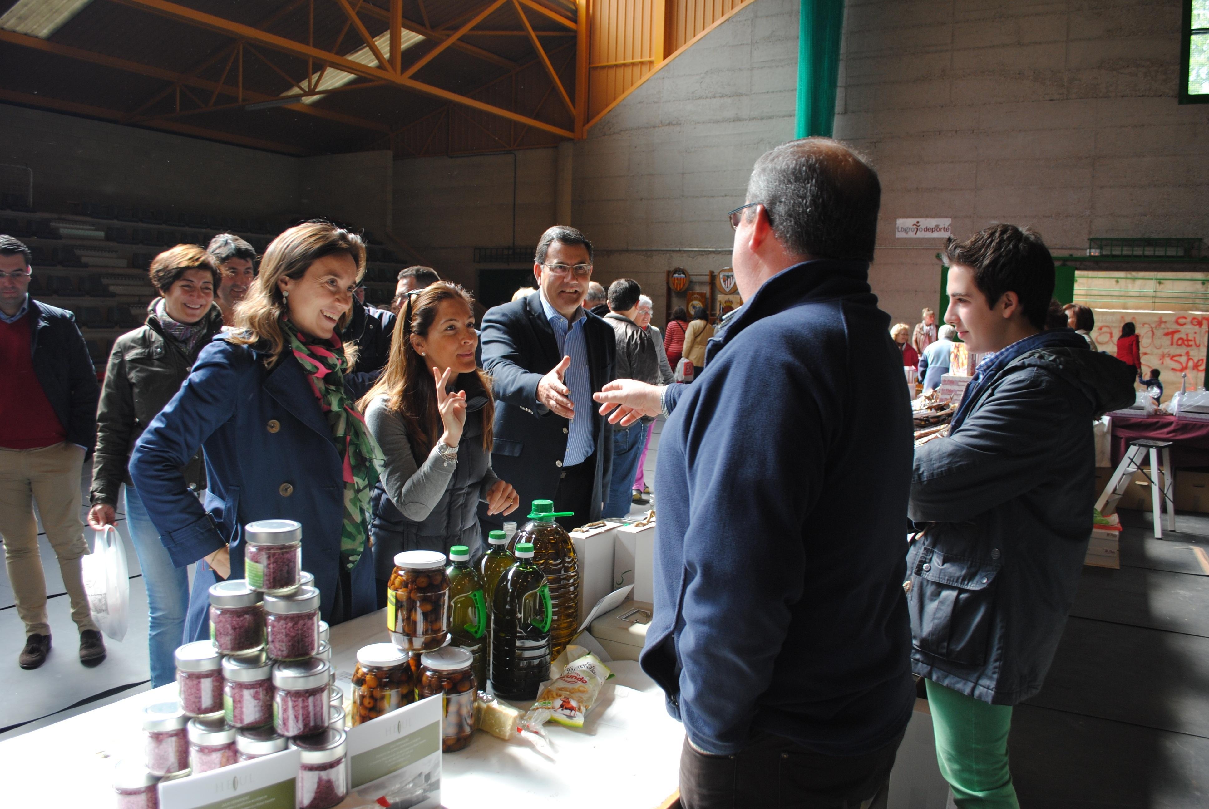 La alcaldesa de Logroño participa en la inauguración del Mercado de la Huerta de Varea