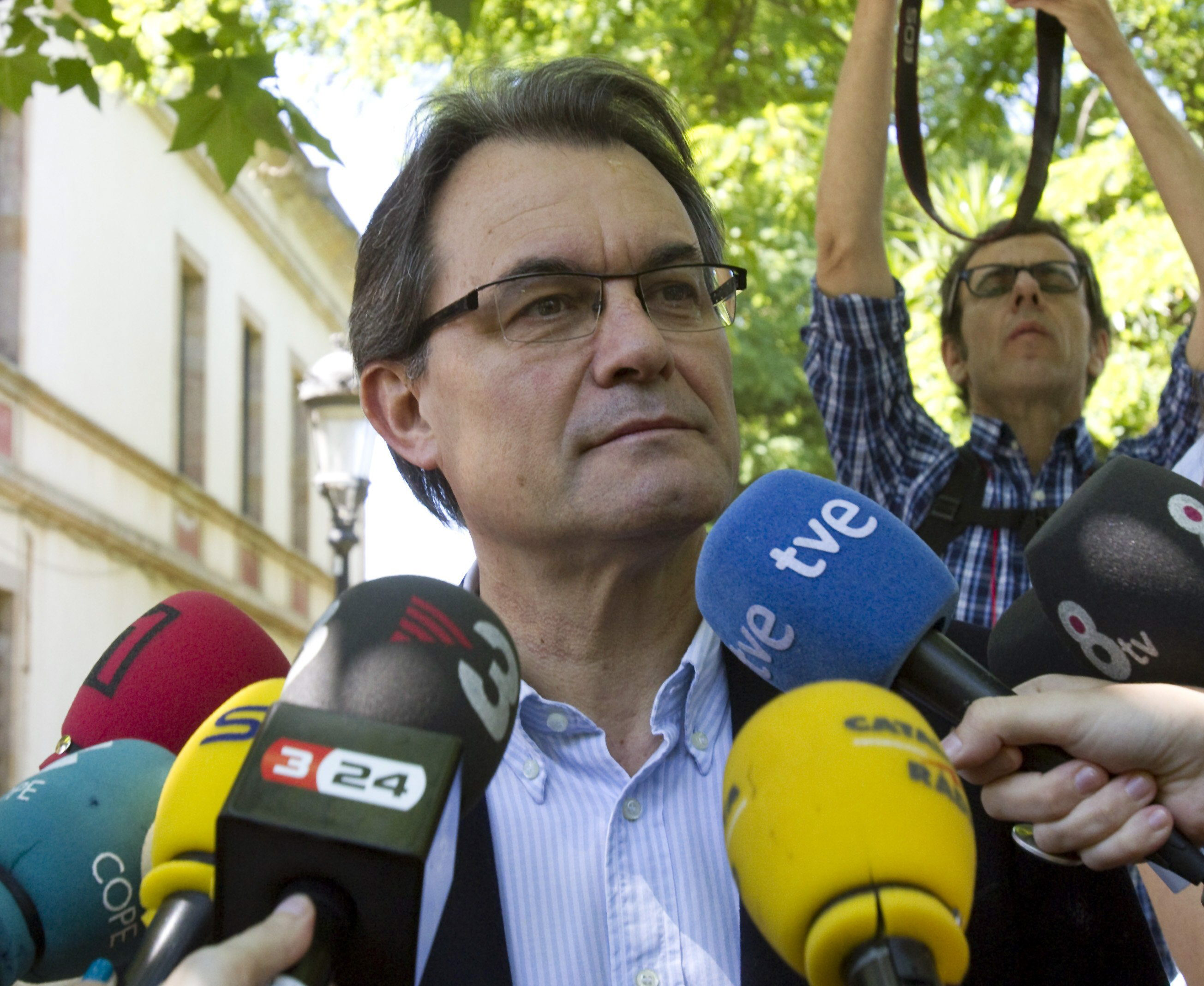 Mas dice que «hay países pequeños que viven mejor que España con su 27 por ciento de paro»