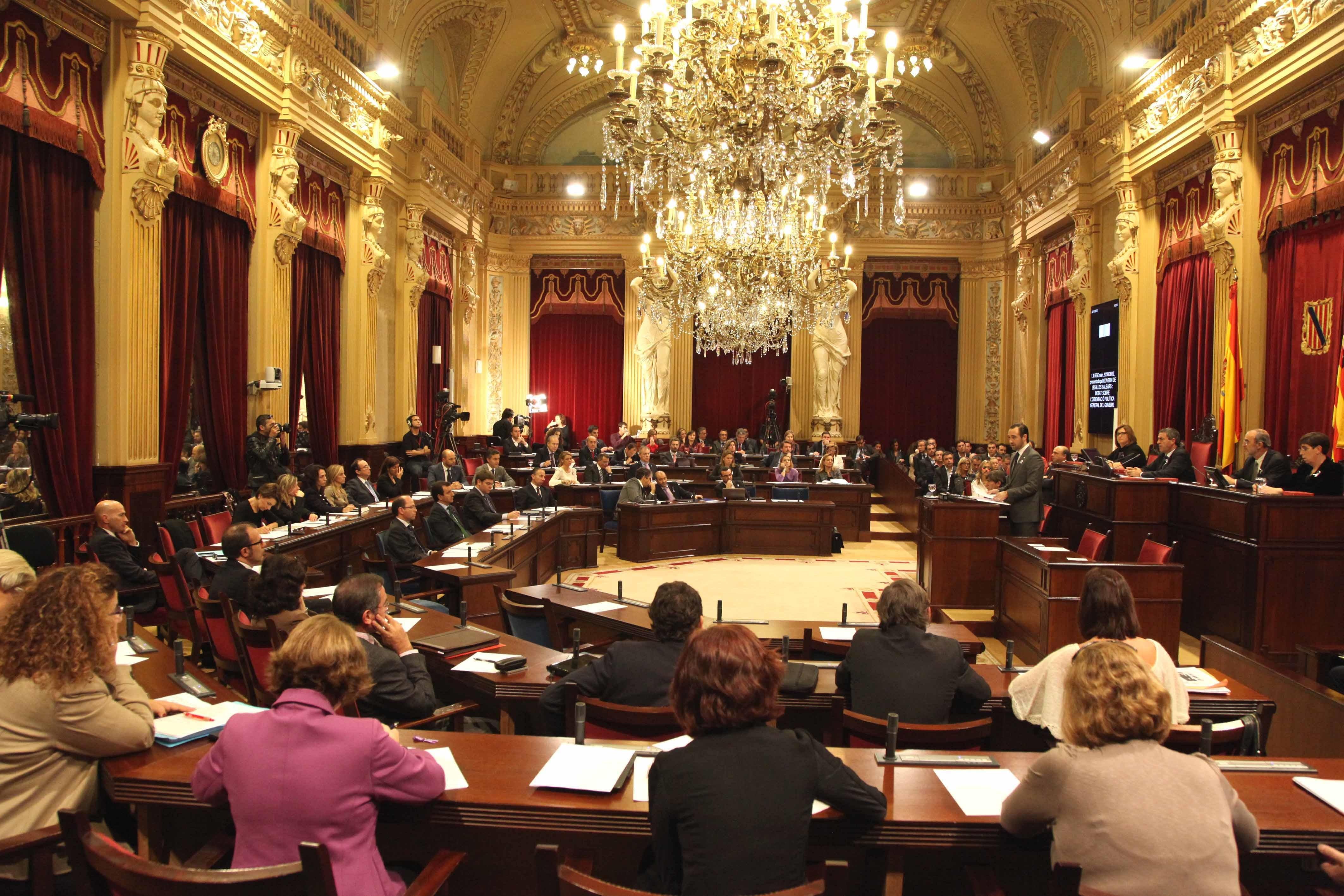 El déficit y la política general en cultura centrarán el Pleno del Parlament de este martes