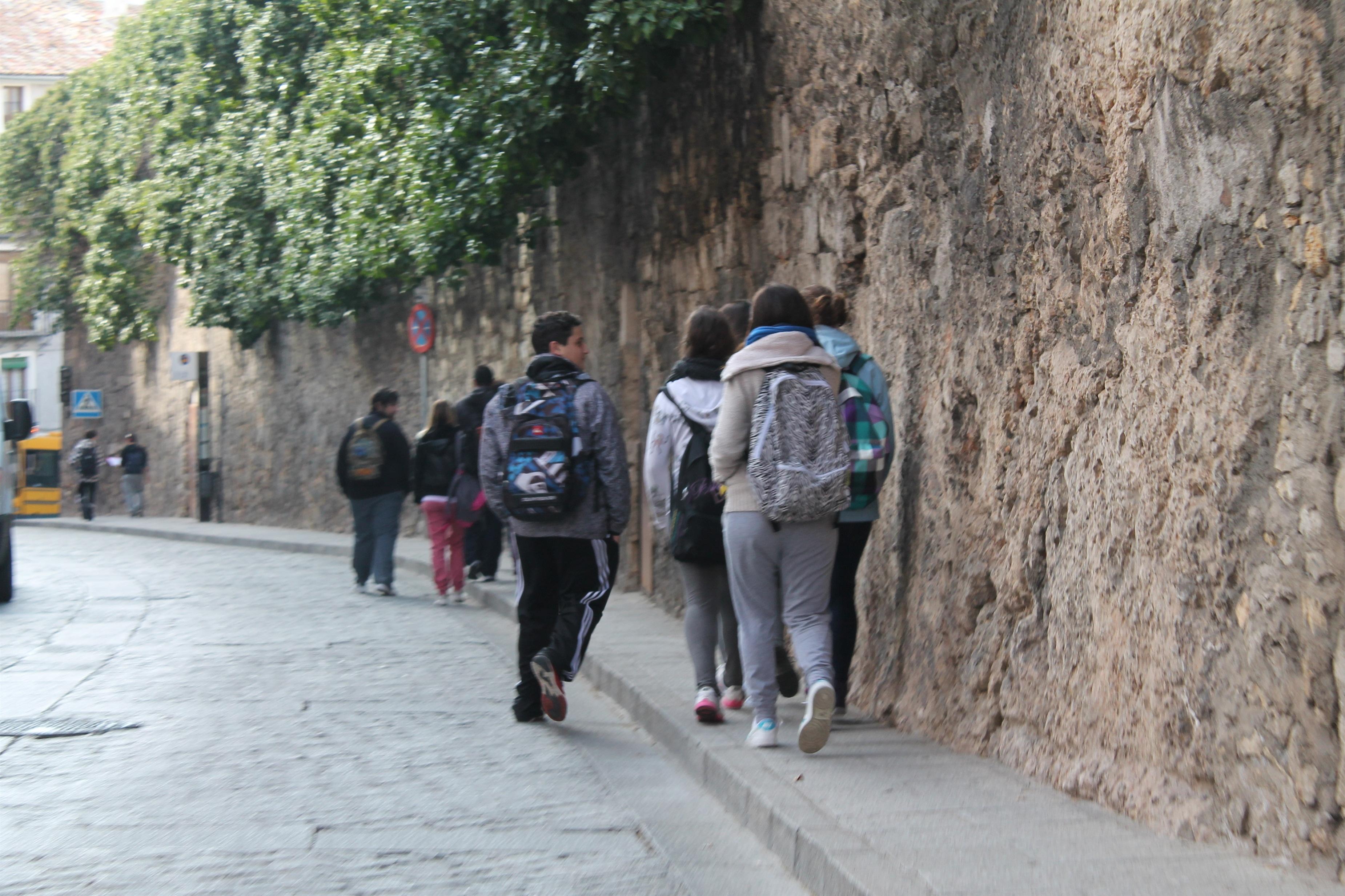 Alertan del «riesgo de exclusión» de alumnos sordos si se recorta el servicio de interpretación