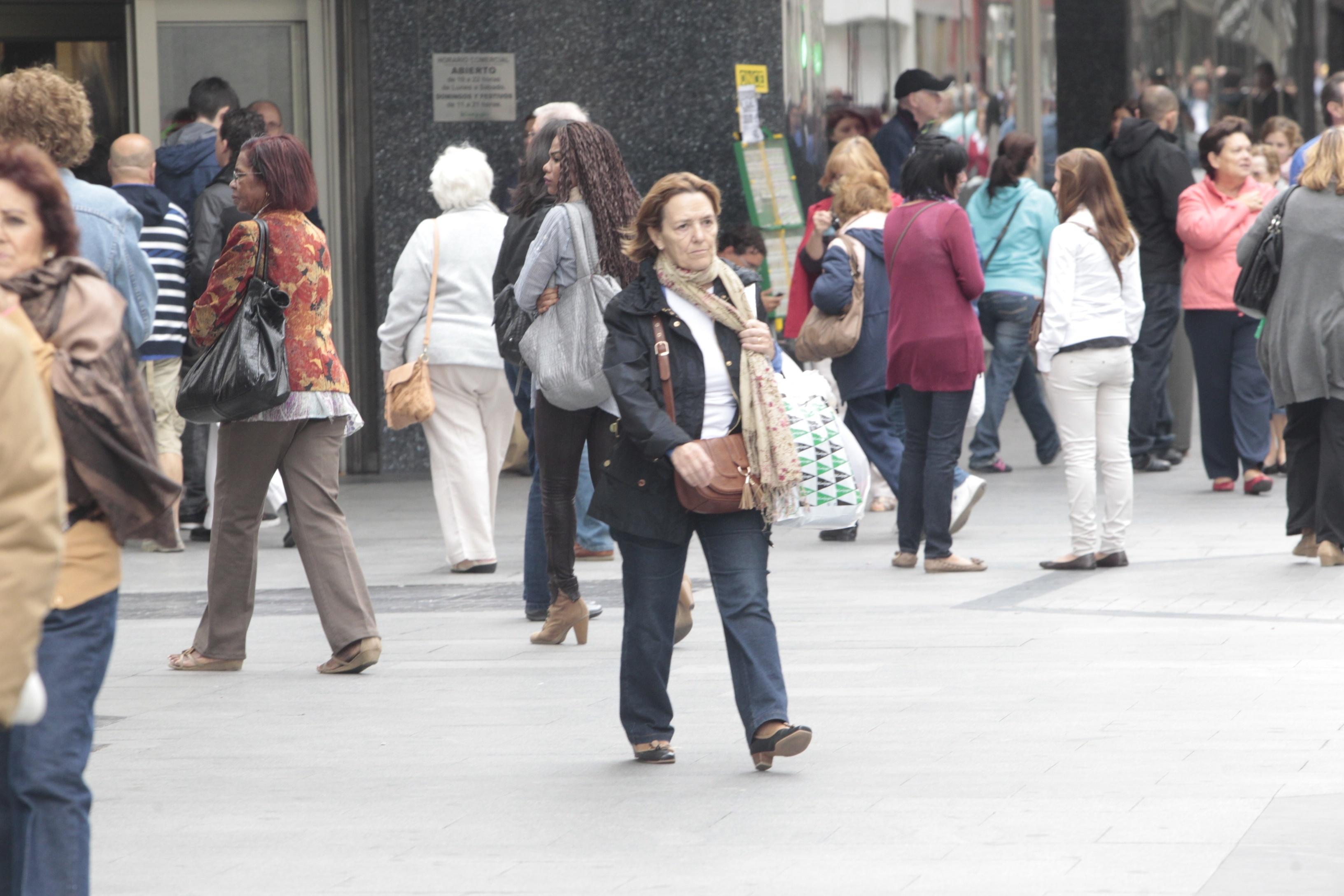 (Ampliación) La confianza del consumidor baja 5,9 puntos en mayo por las peores expectativas