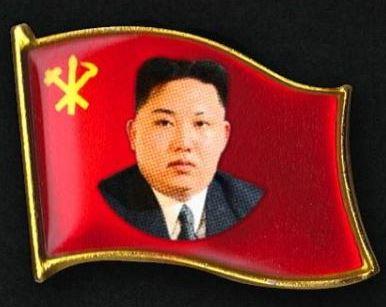 Aparece en Corea del Norte un nuevo pin con el rostro de Kim Jong-un
