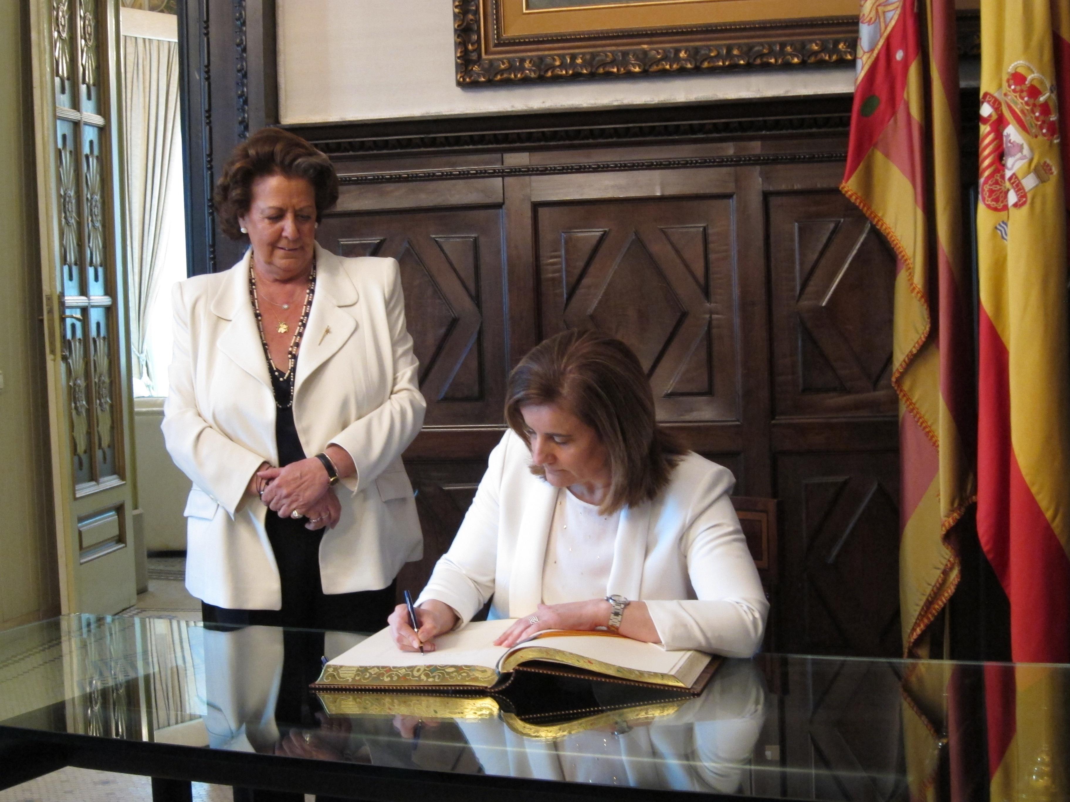 Báñez dice que lo mejor que puede hacer el Banco de España por el empleo es ayudar a que fluya el crédito