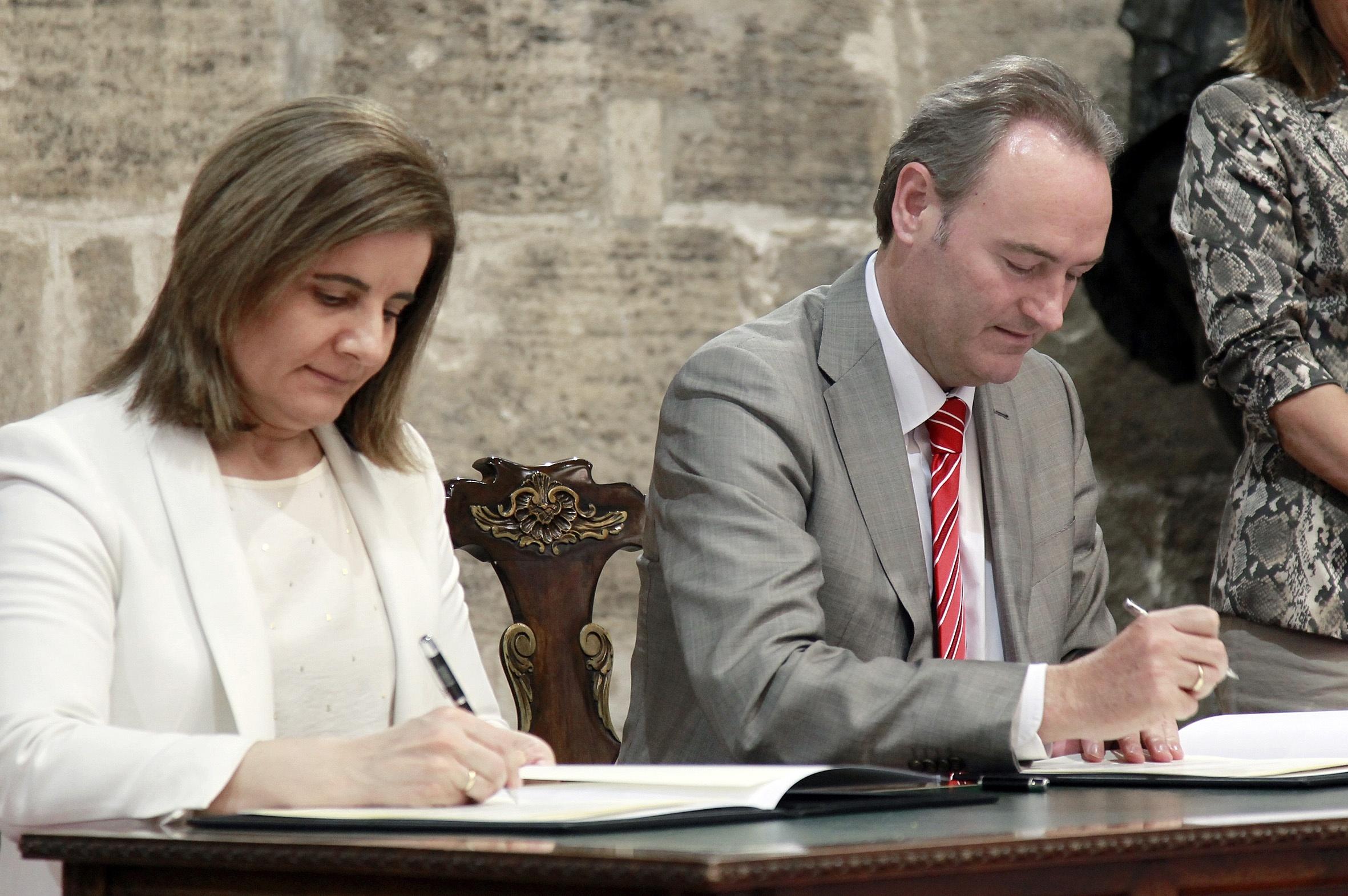 Báñez y Fabra firman un convenio para dotar a la Generalitat de recursos para la lucha contra la economía sumergida