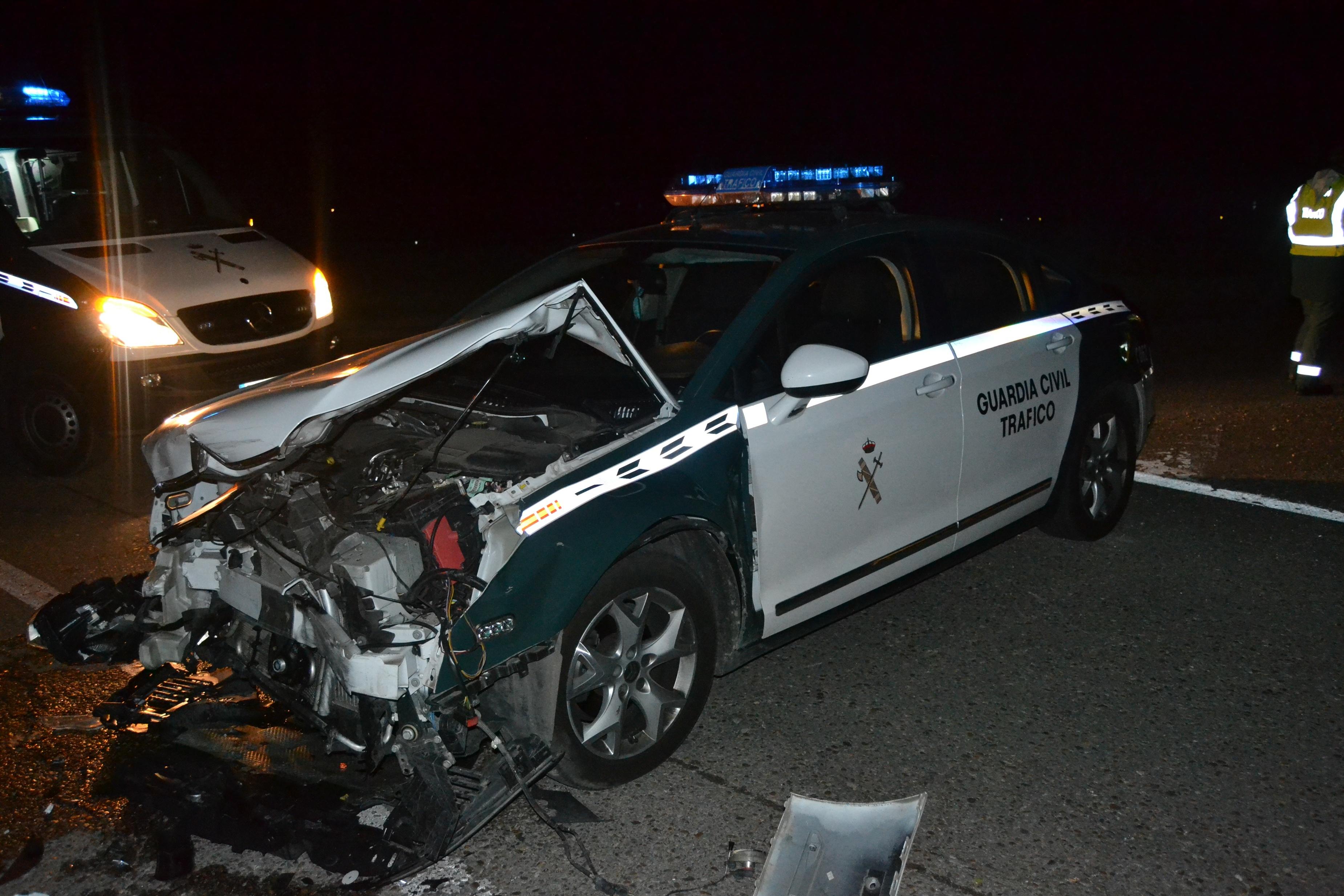 Detenido en Tudela (Valladolid) tras embestir con su vehículo a un coche patrulla de la Guardia Civil