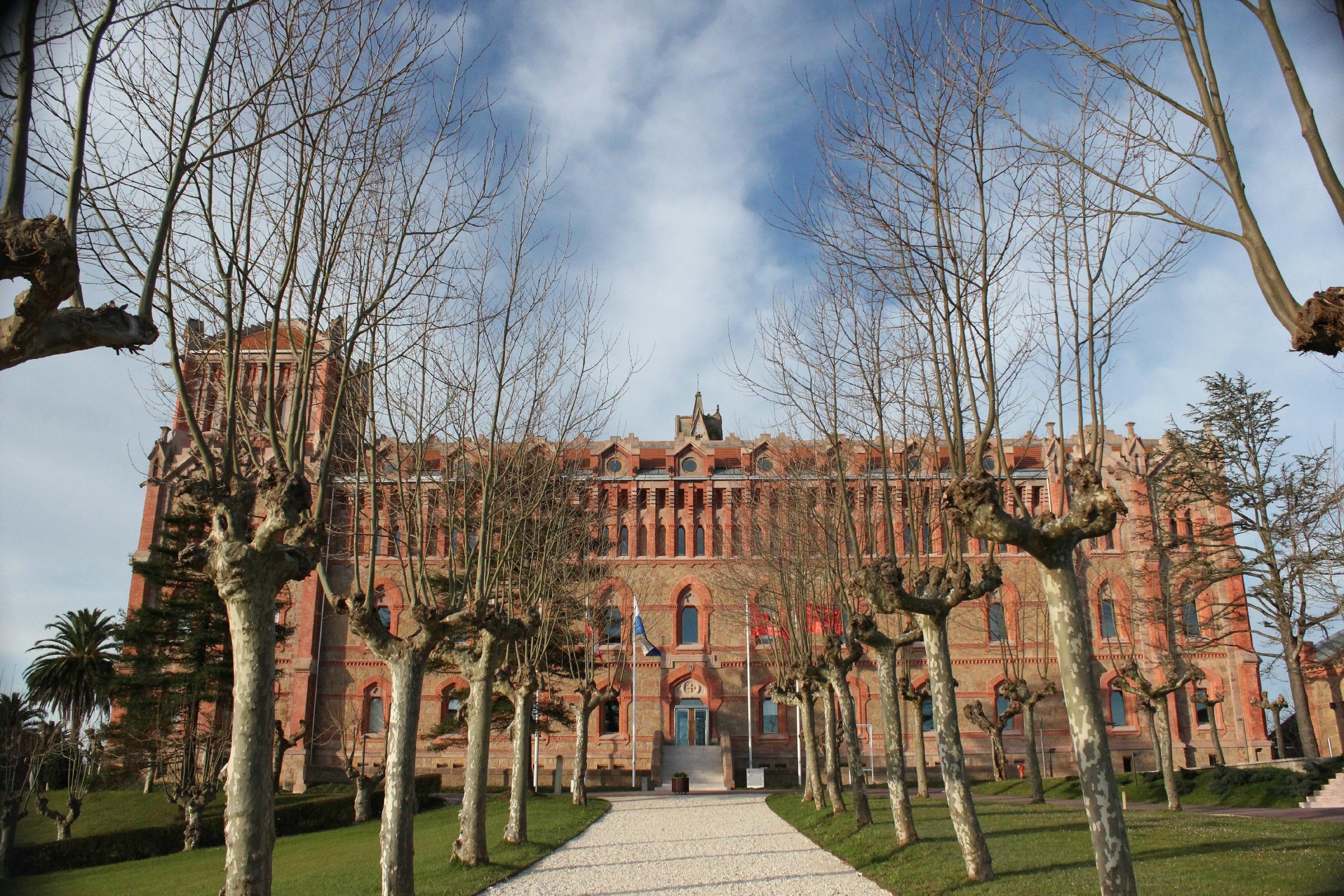 F.La Fundación Comillas premia con cursos en línea de ELE a tres escuelas bilingües español-inglés de EEUU