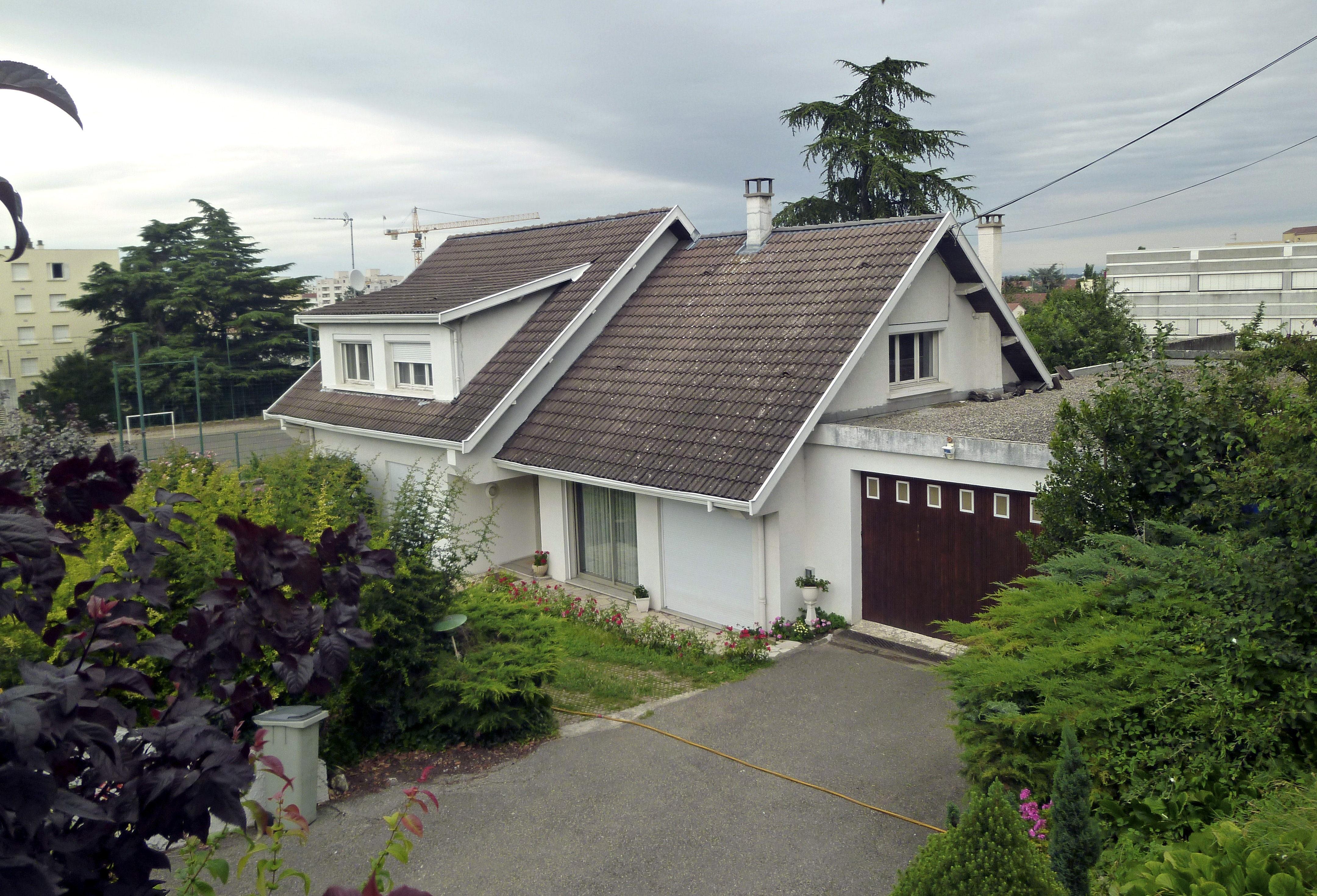 Hallan en Francia dos pisos y un zulo de GRAPO relacionados con Publio Cordón