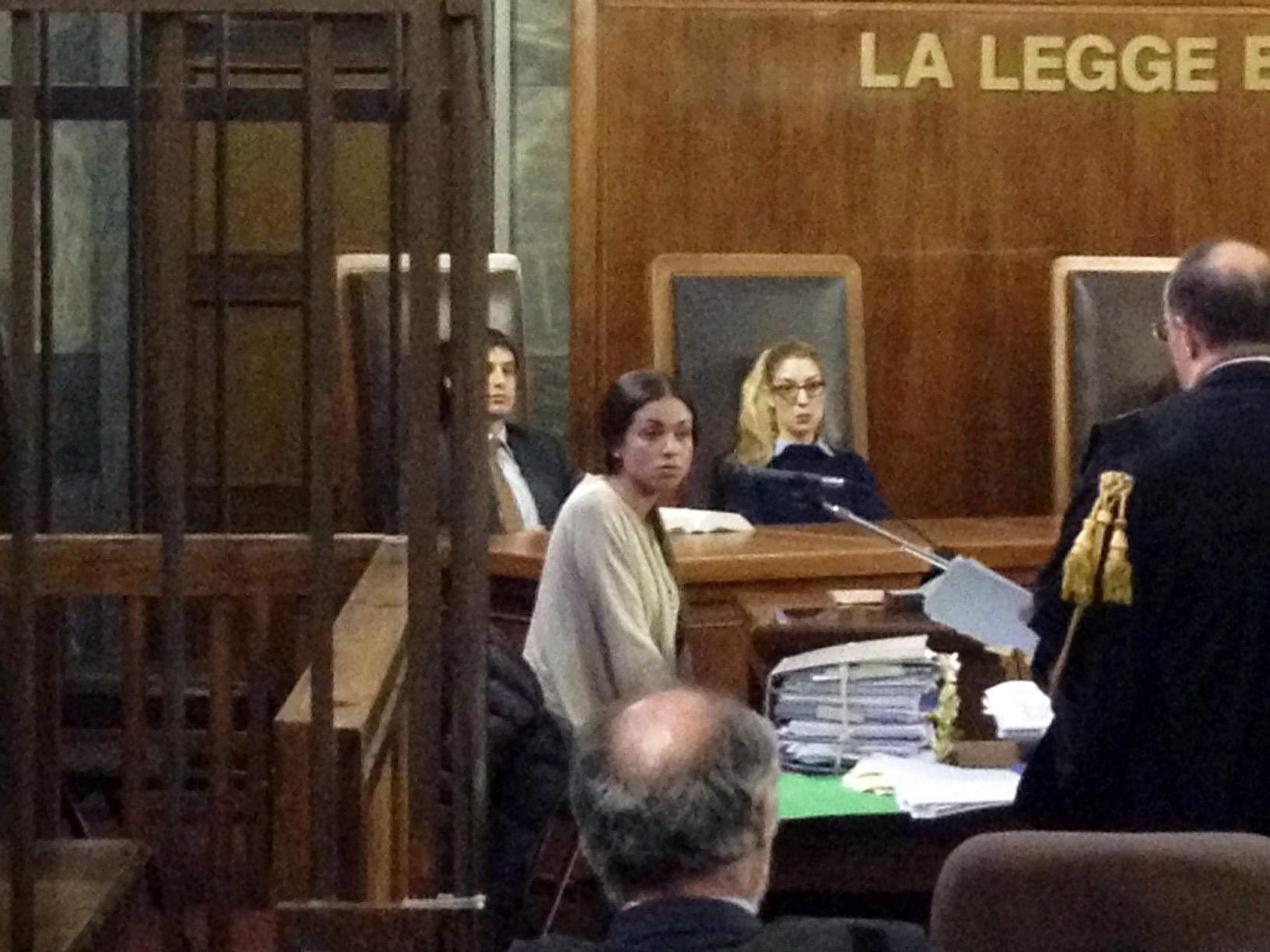 Los abogados piden la absolución de Berlusconi en el caso Ruby