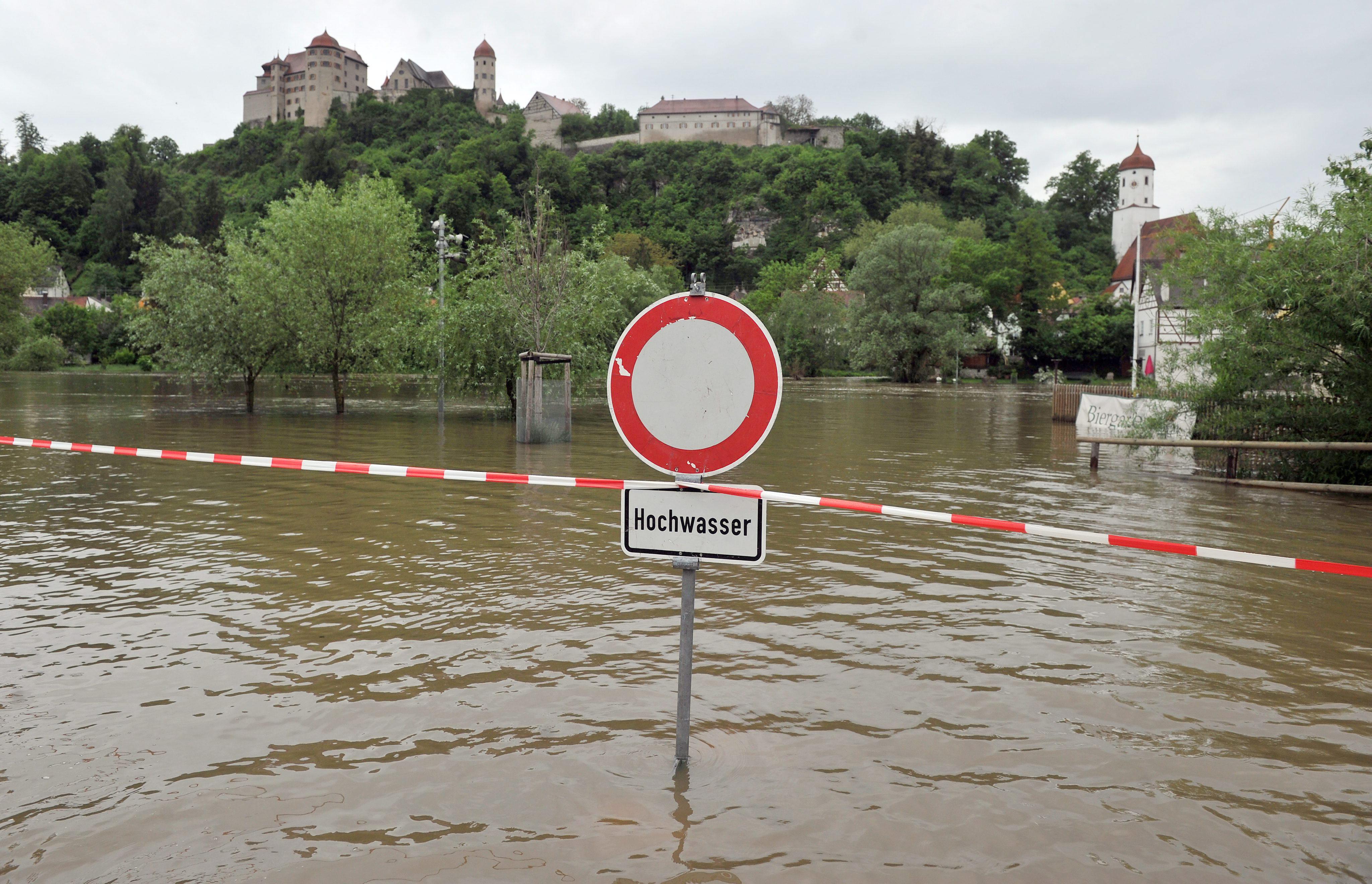 Las autoridades alemanas envían brigadas de soldados a zonas inundadas