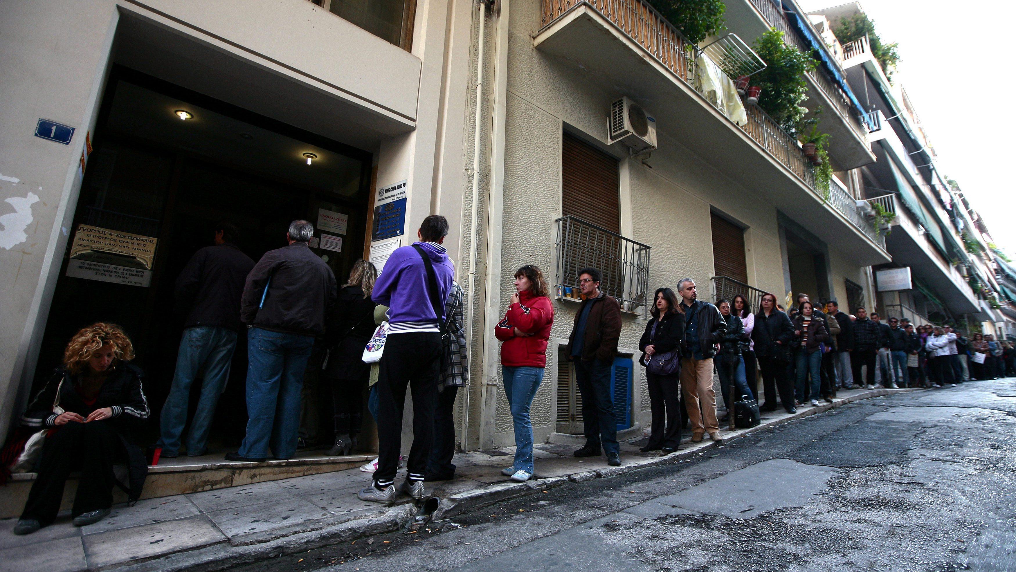 El paro podría bajar en 100.000 personas en el mes de mayo, según Onda Cero
