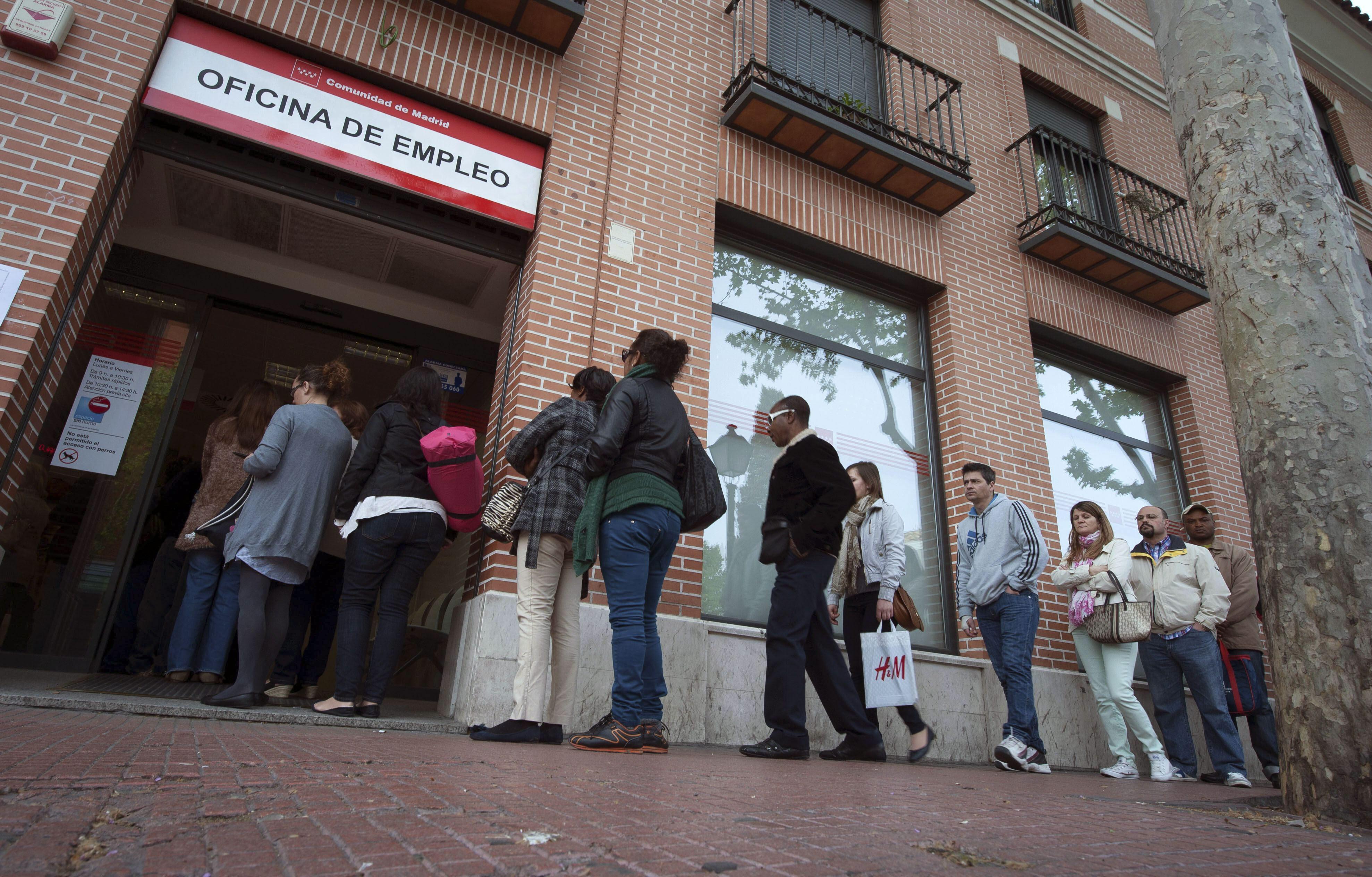 El gasto en prestaciones por desempleo se reduce el 2,5 por ciento en abril