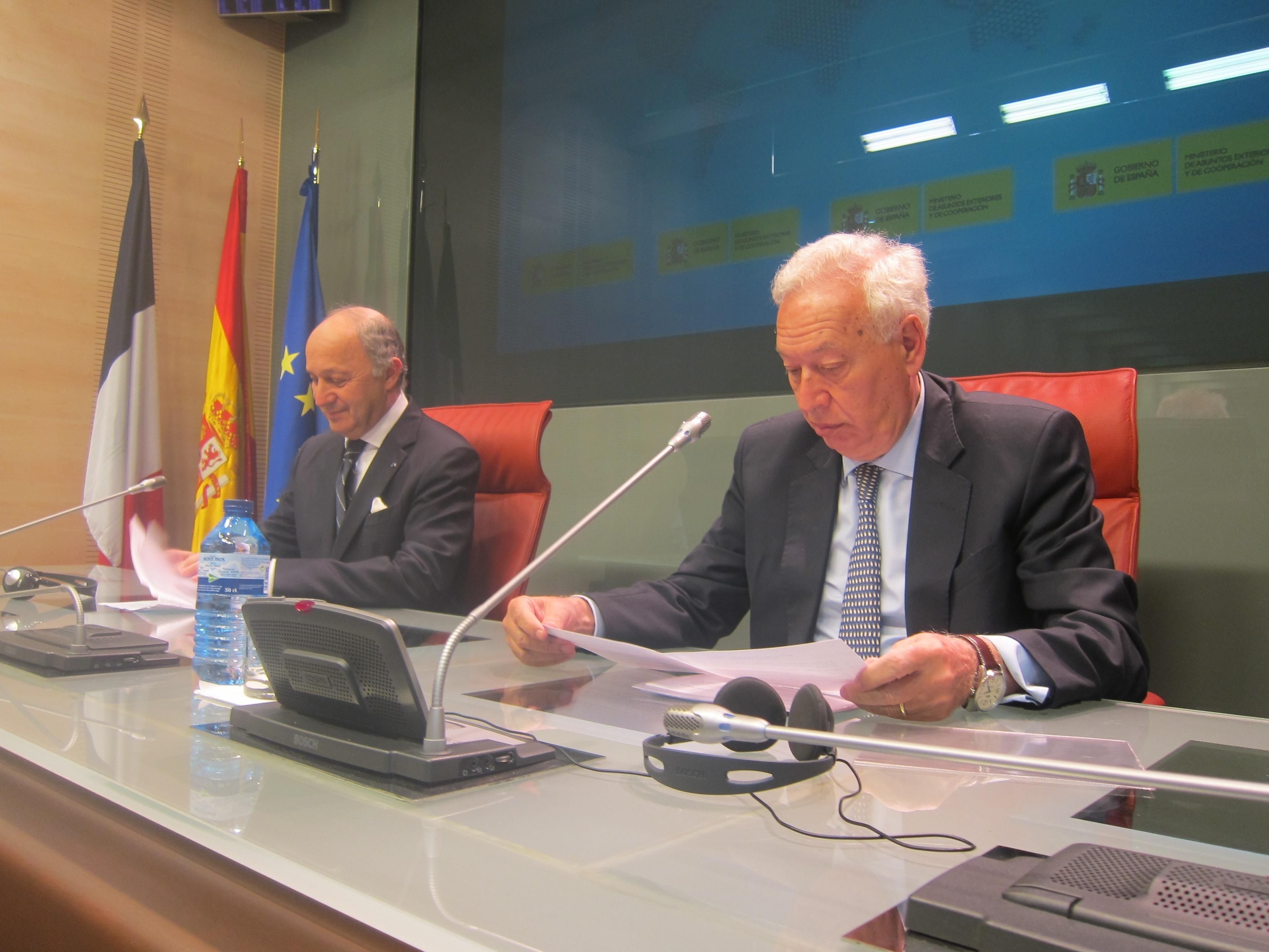 AMP-Margallo avisa: hacer de la austeridad dogma teológico lleva a consecuencias como el cierre de la televisión griega
