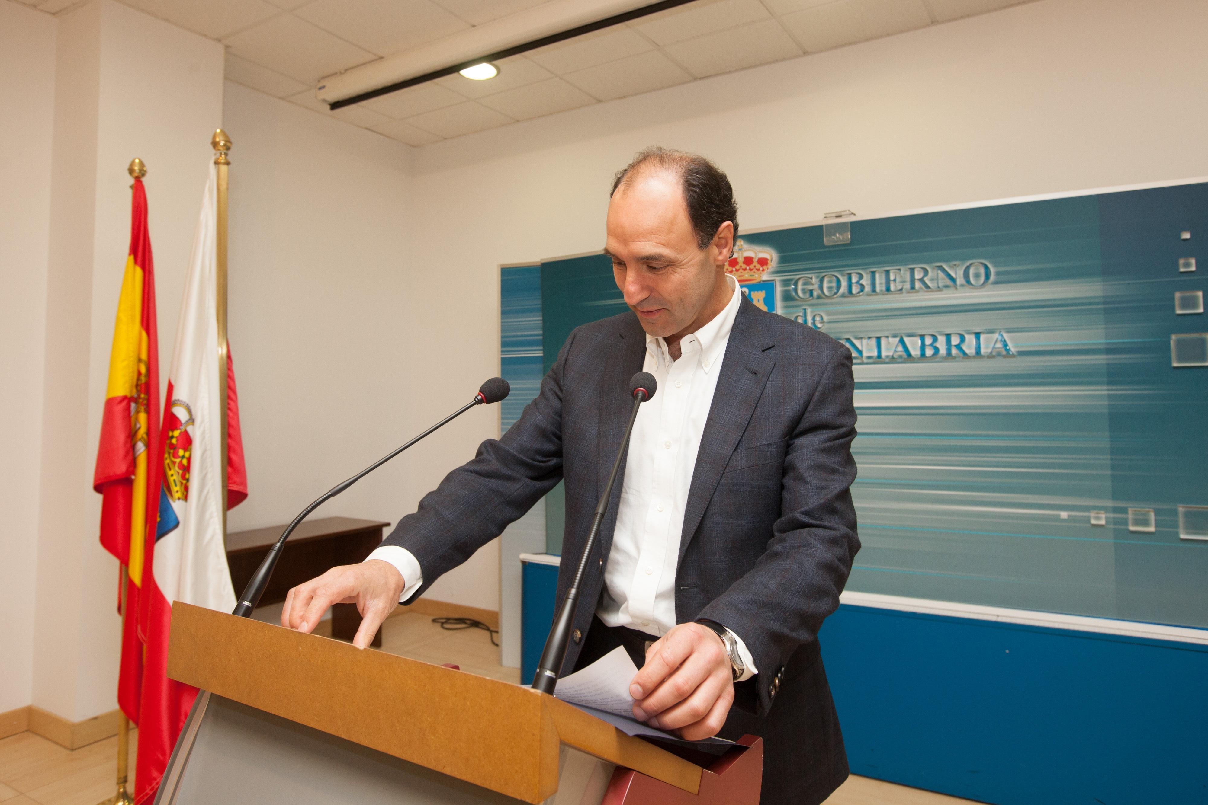 El Gobierno estudia «fórmulas» para bajar impuestos o aprobar ayudas en 2014