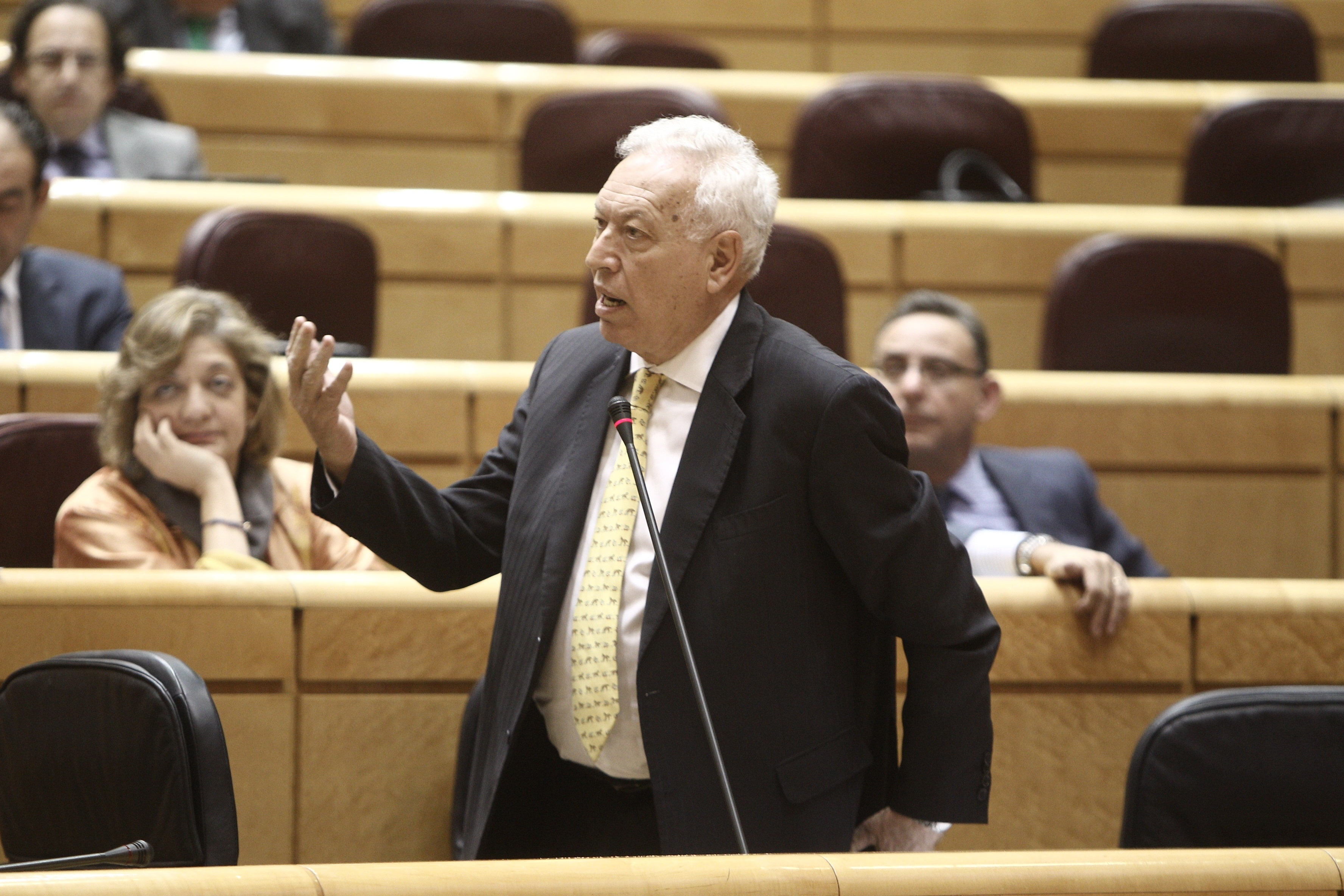 Margallo avisa que hacer de la austeridad dogma teológico lleva a consecuencias como el cierre de la televisión griega