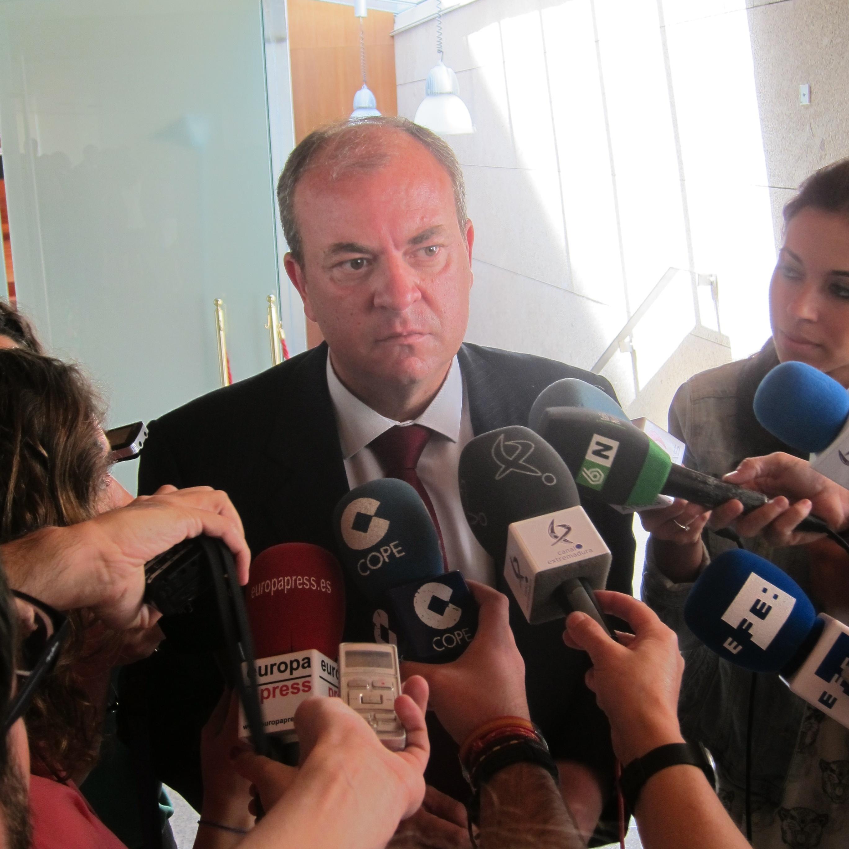 Monago niega que su bajada de IRPF sea una «rebelión» y está convencido de que Rajoy está «totalmente de acuerdo»