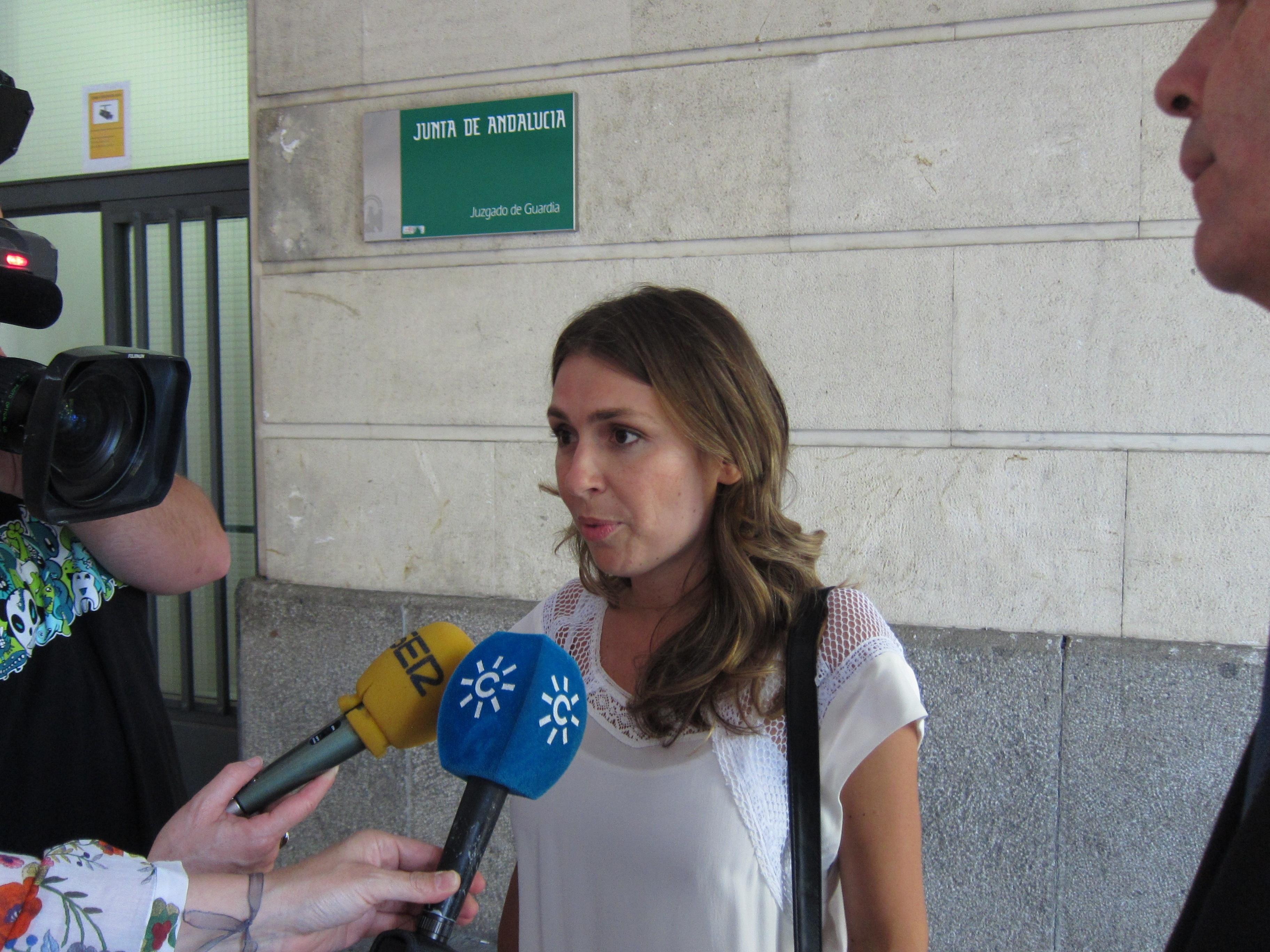 La expresidenta de Invercaria defiende que ha trabajado «de forma honrada y profesional» y pide «respeto»