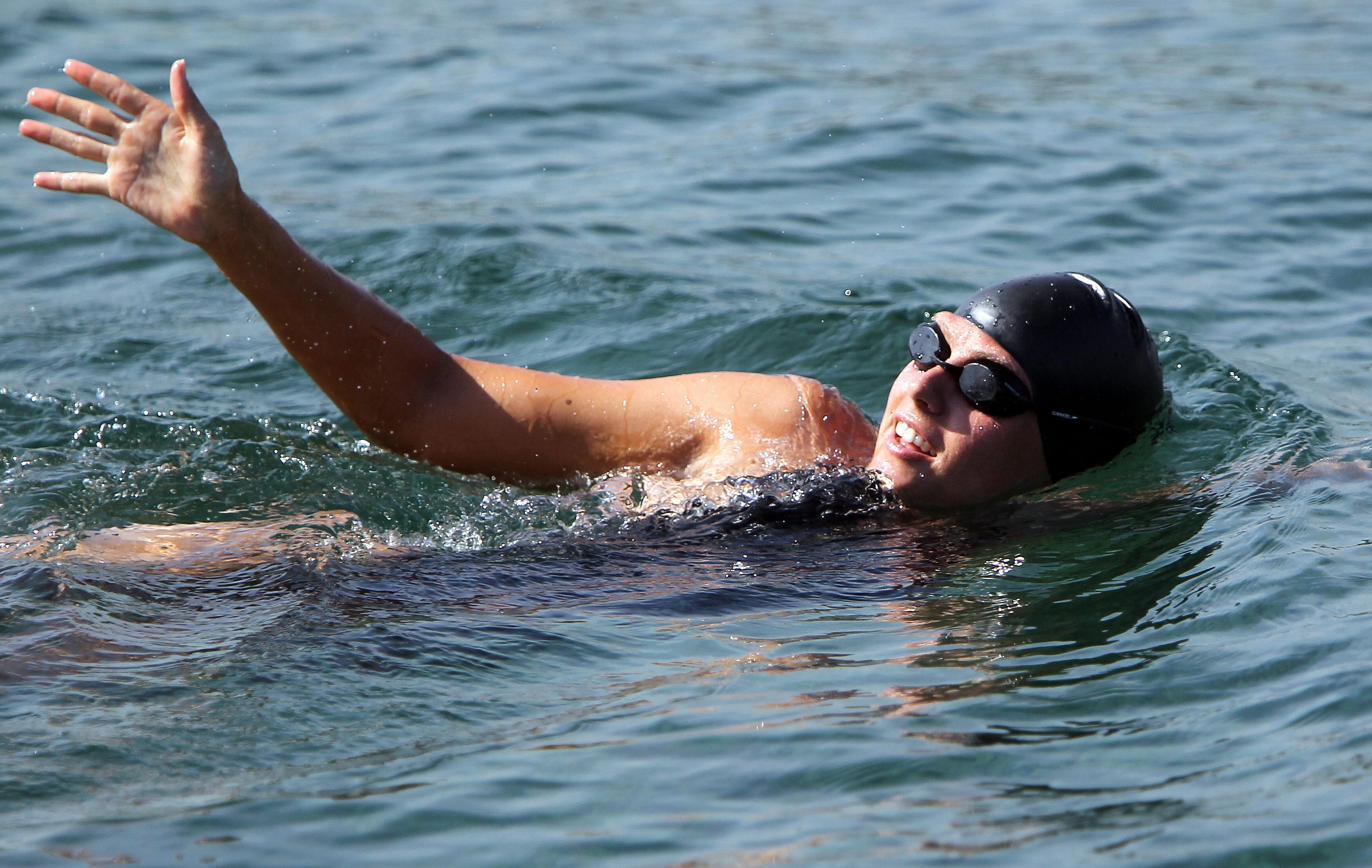 Nadadora australiana inicia cruce desde Cuba a EEUU sin jaula antitiburones
