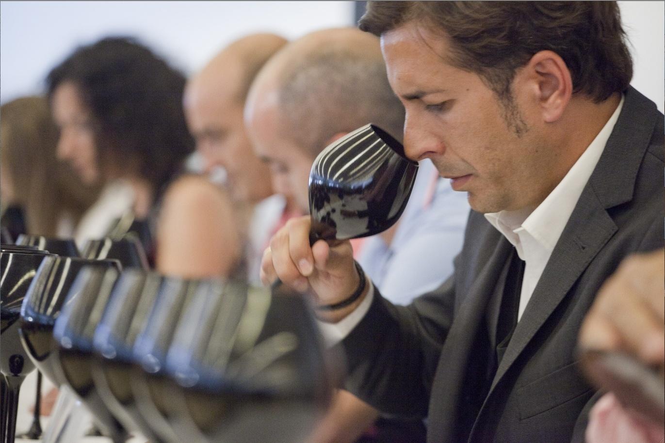 Más de 70 sumilleres se enfrentarán este fin de semana a la final de La Nariz de Oro 2013
