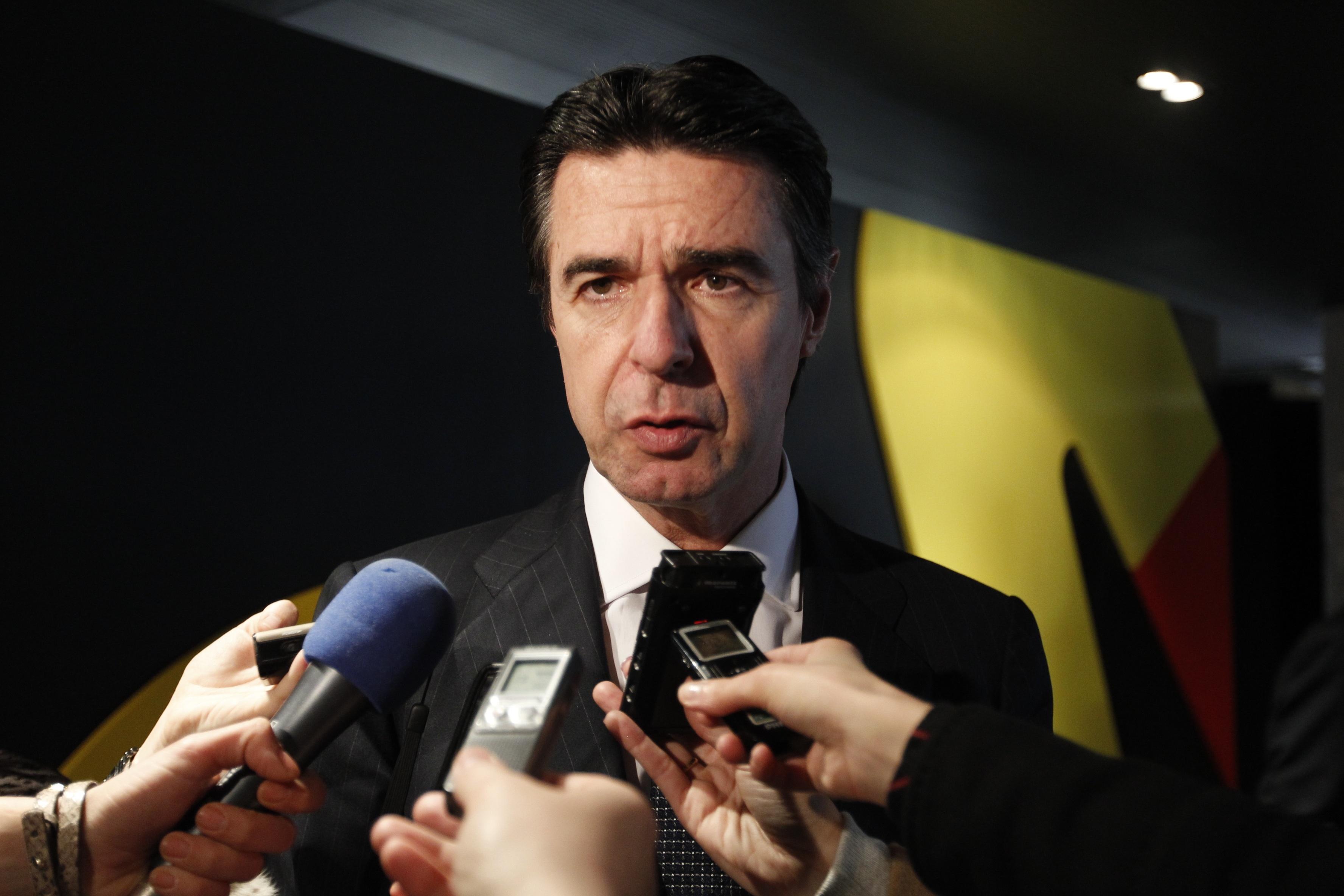 Soria acusa a Bruselas de poner «frenos» a la industria europea