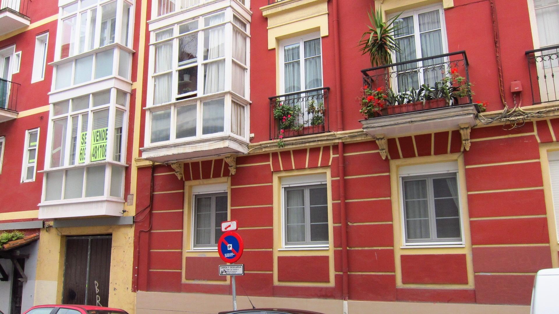 El precio de la vivienda libre en Cantabria cae un 6,8% en el primer trimestre, más que la media