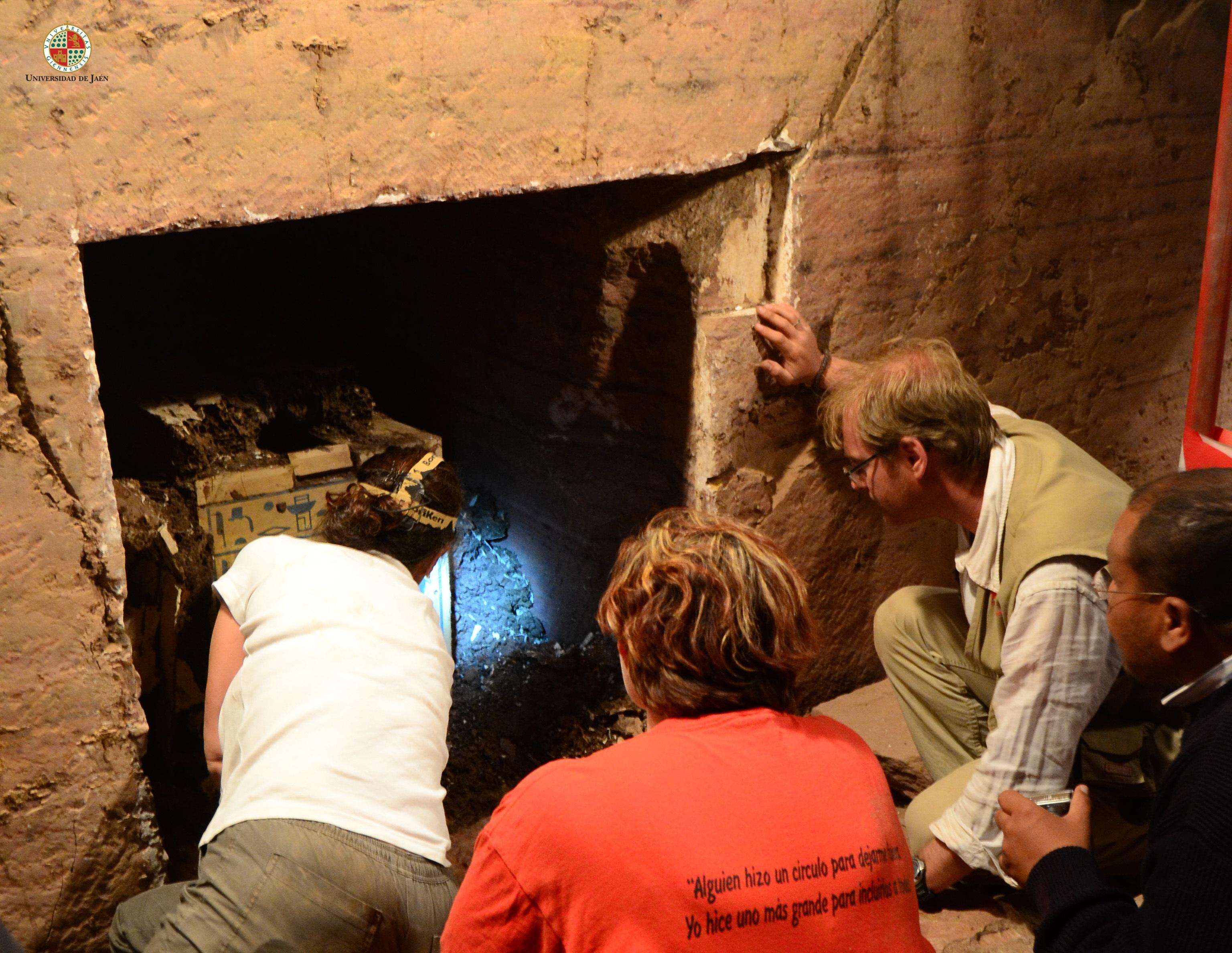 Acceden a una cámara intacta de más de 4.000 años en la necrópolis faraónica Qubbet el Hawa (Egipto)