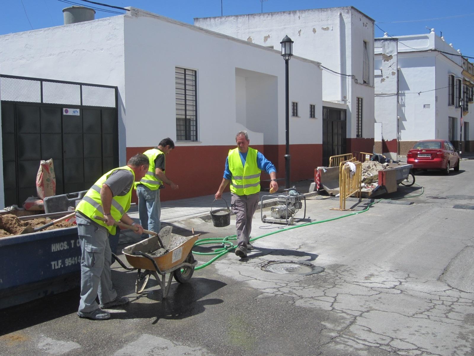 El Ayuntamiento de Carmona amplía el »Plan Carmona Activa» para la contratación de parados de la construcción