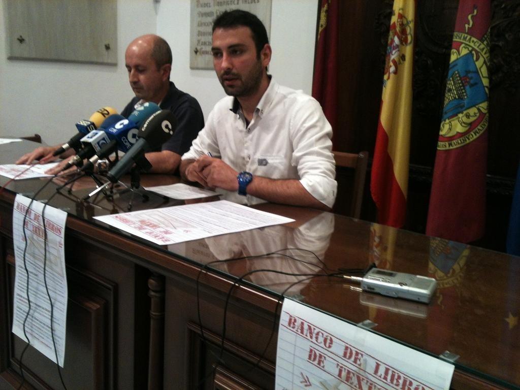 El Ayuntamiento de Lorca pone en marcha un banco de libros para estudiantes