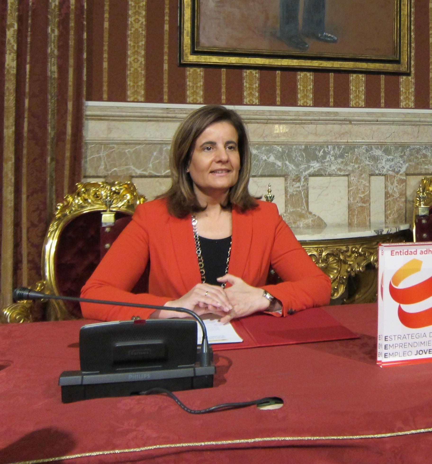 Báñez apunta a estudios que indican que España sale de crisis antes de final de año