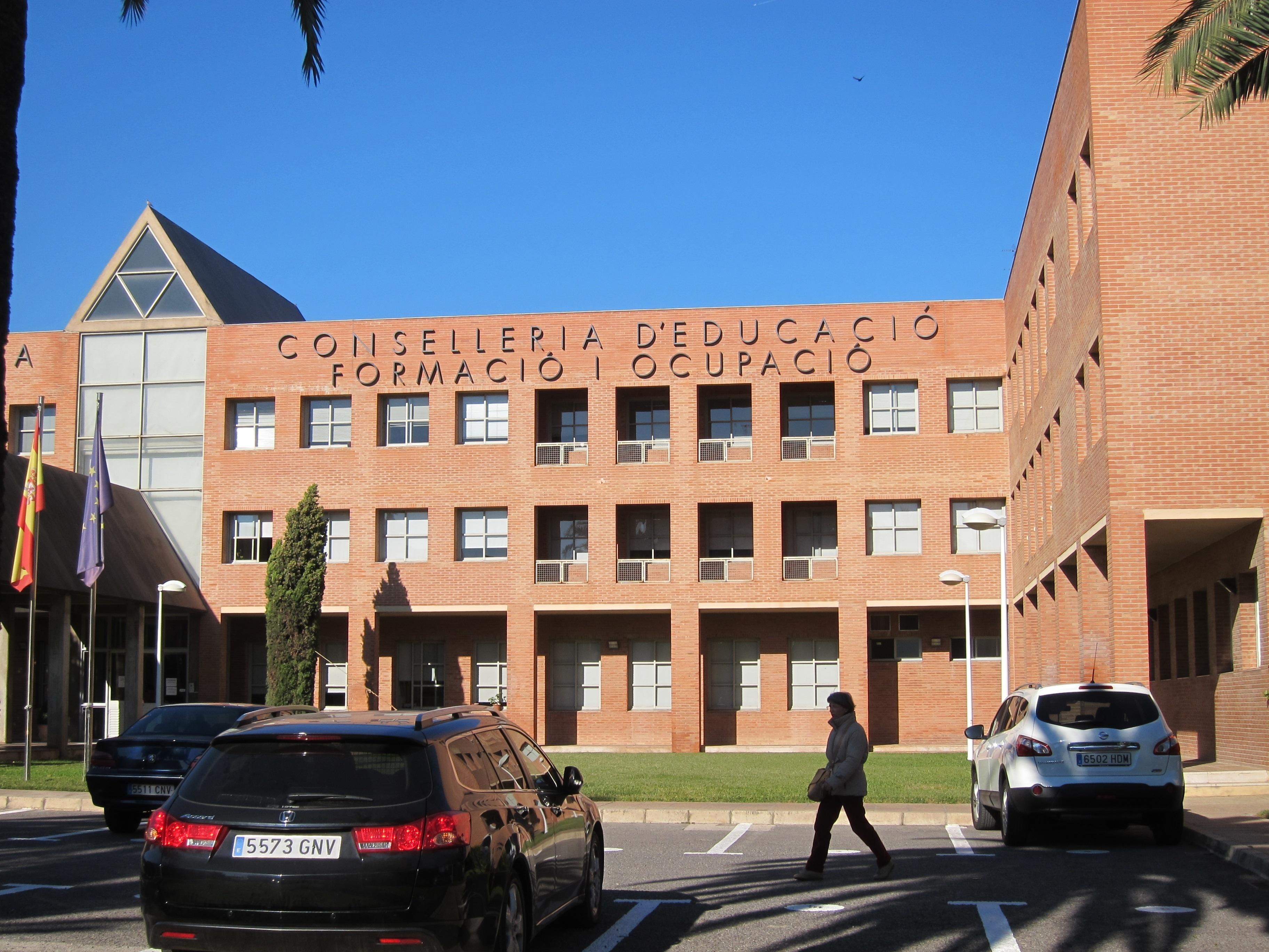 CSI·F dice que el Consell debe 70.000€ de media a los centros de Secundaria y 25.000 a los de Primaria